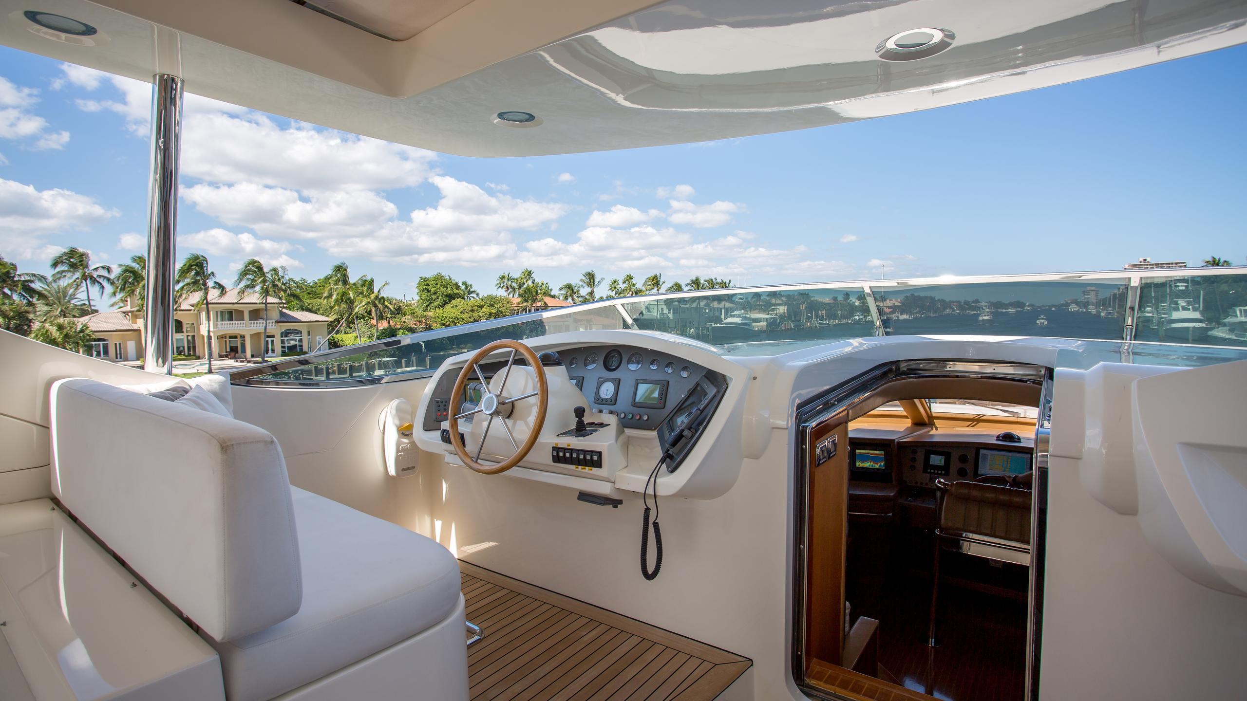 happy-hour-yacht-fly-bridge