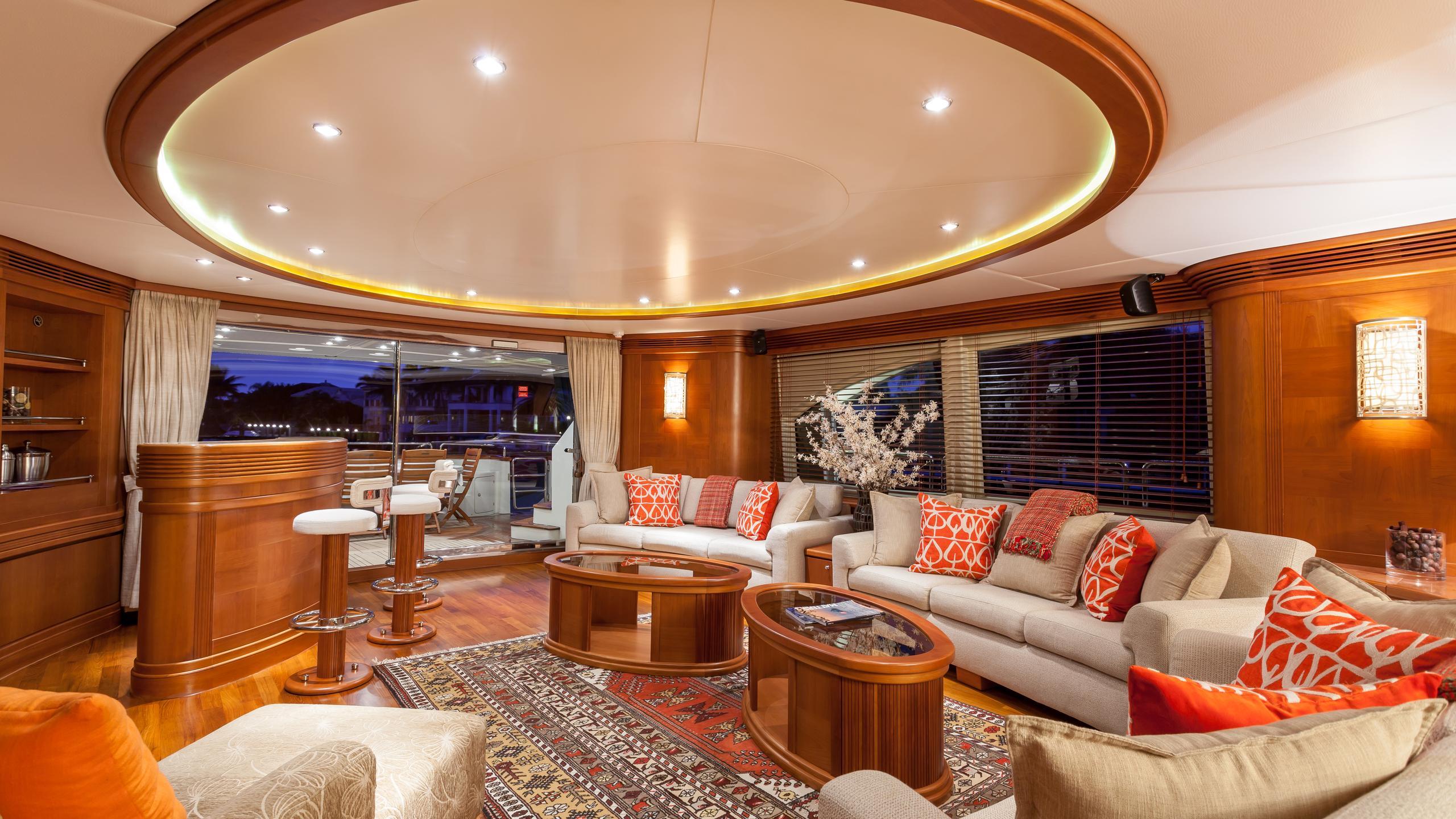 happy-hour-yacht-saloon