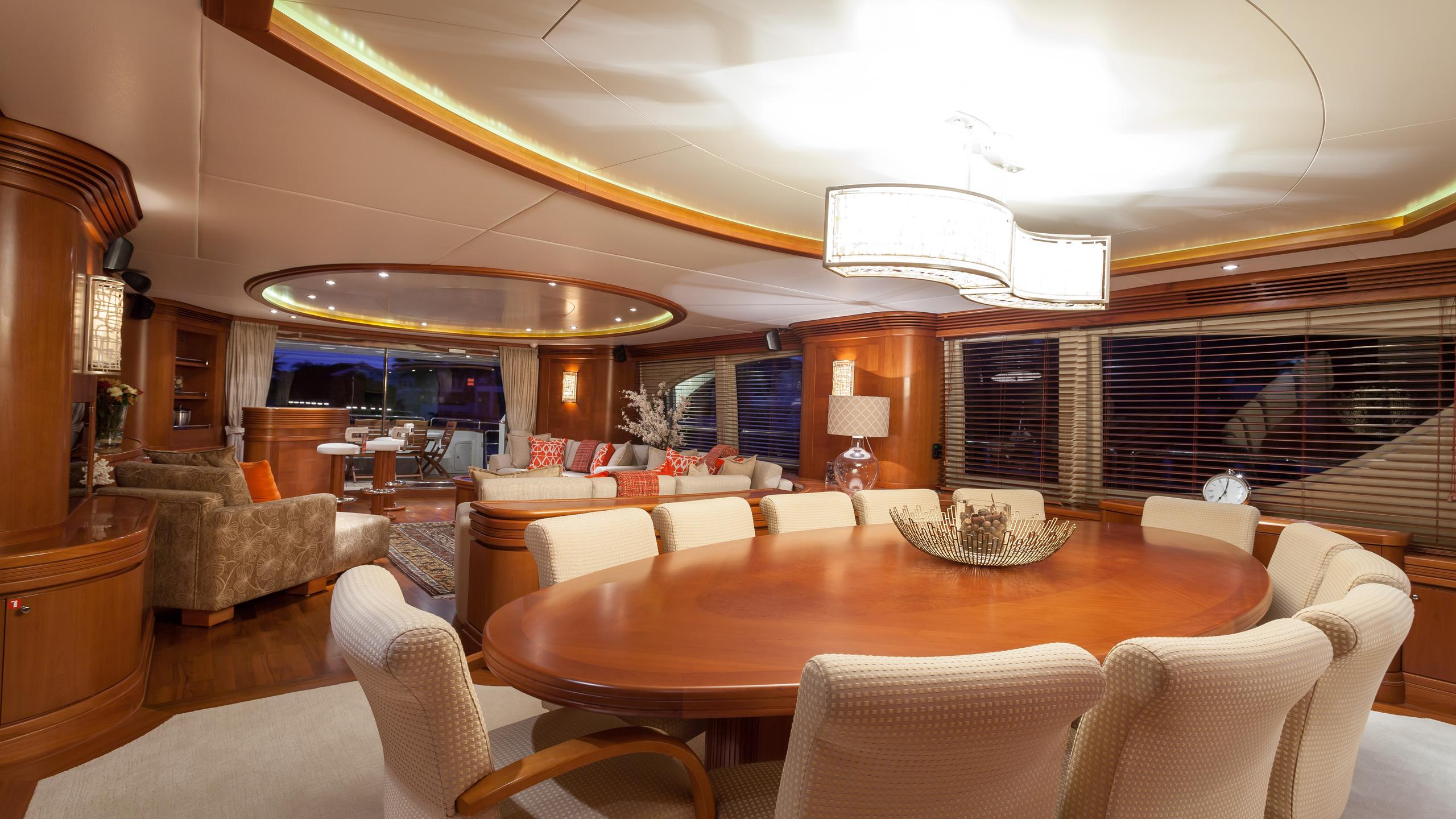 happy-hour-yacht-formal-dining