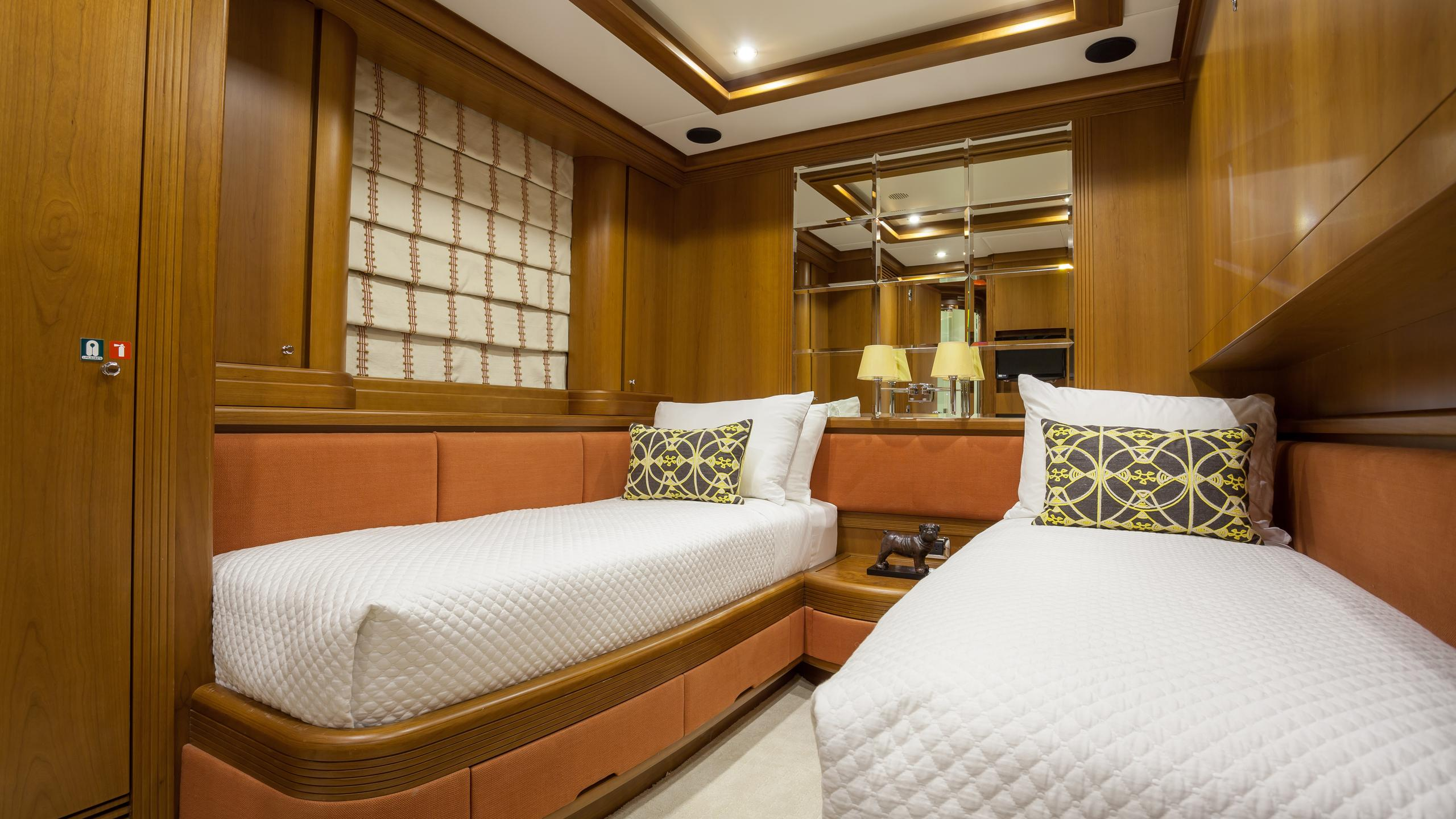 happy-hour-yacht-twin-cabin
