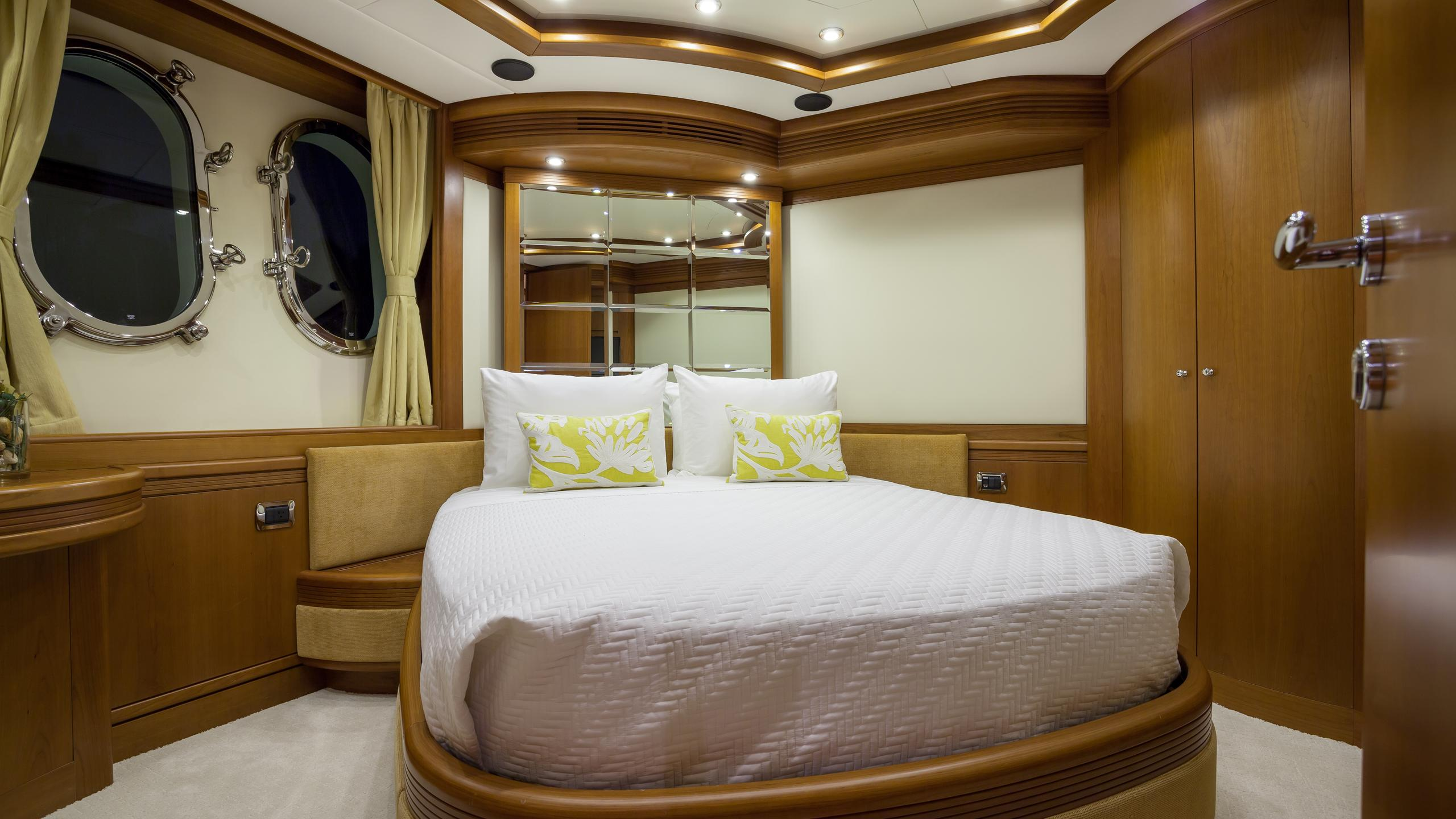 happy-hour-yacht-double-cabin