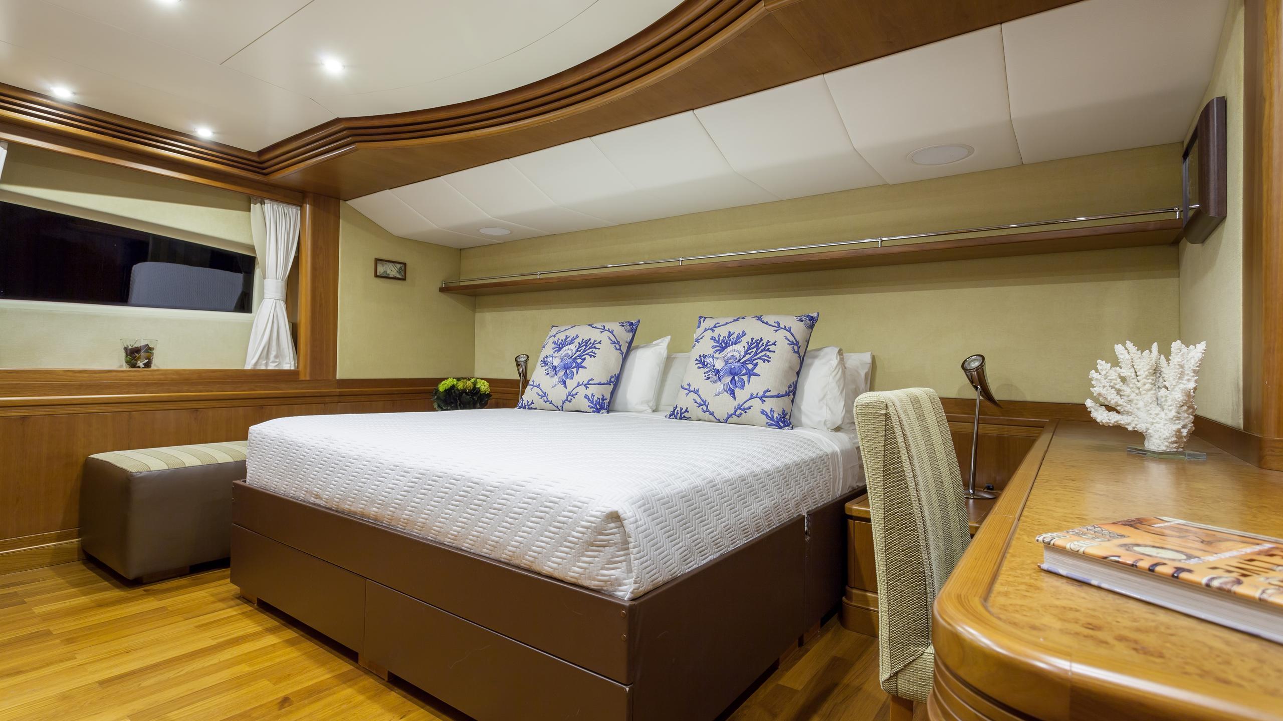 happy-hour-yacht-vip-cabin