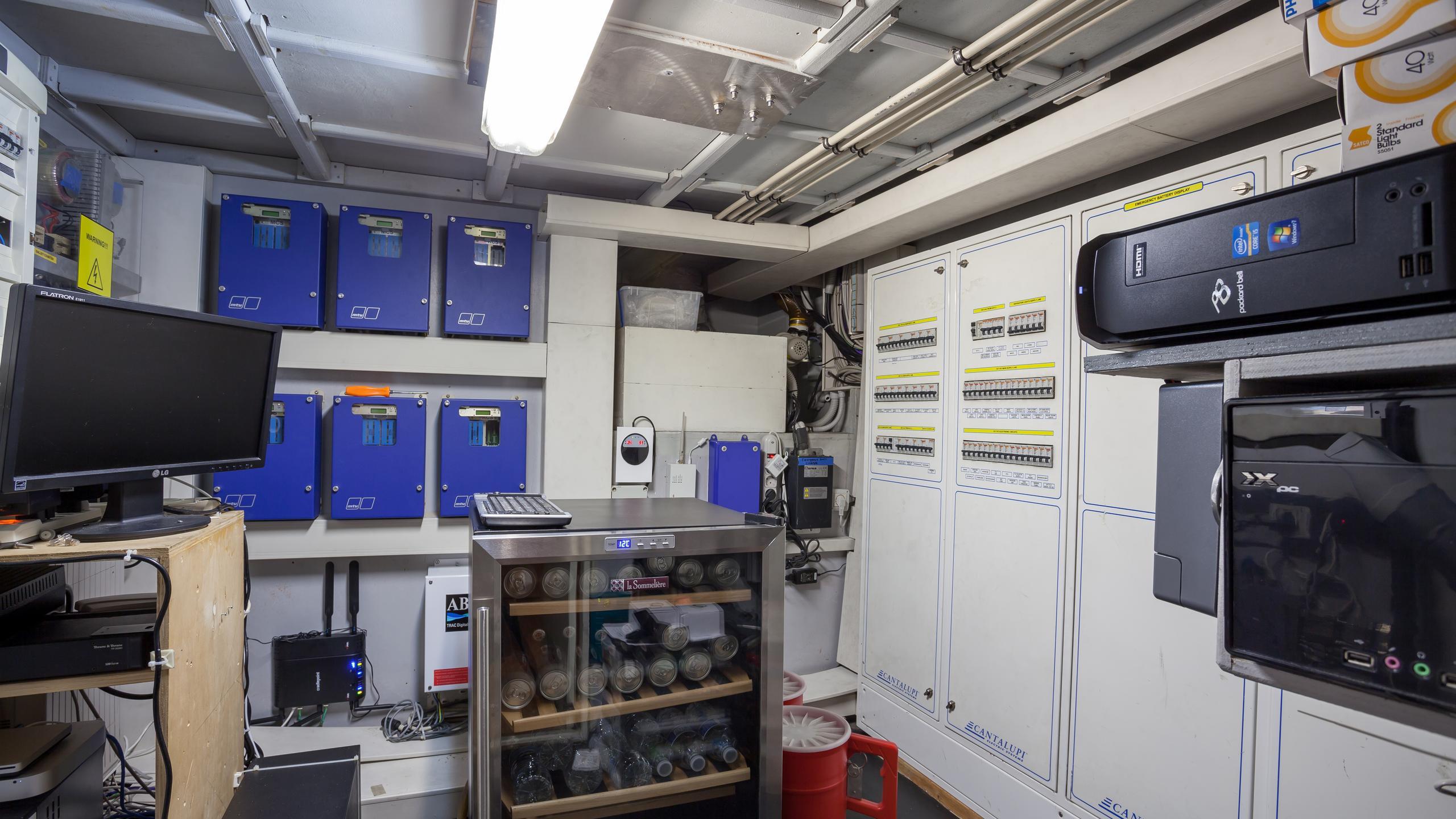 happy-hour-yacht-engine-room