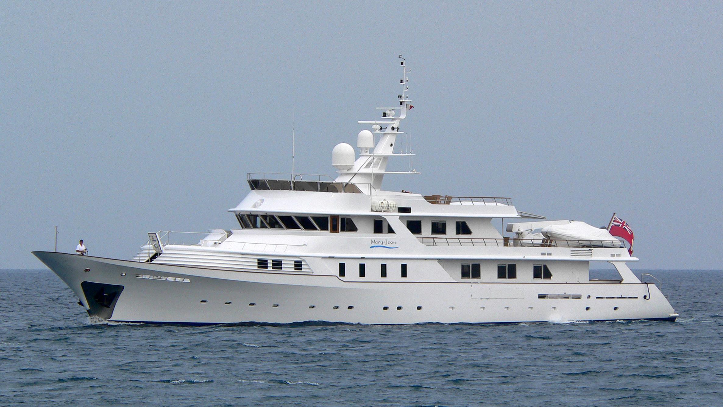 shake-n-bake-yacht-exterior