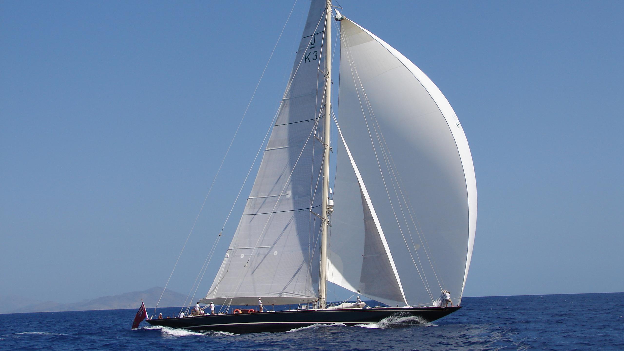 shamrock-v-yacht
