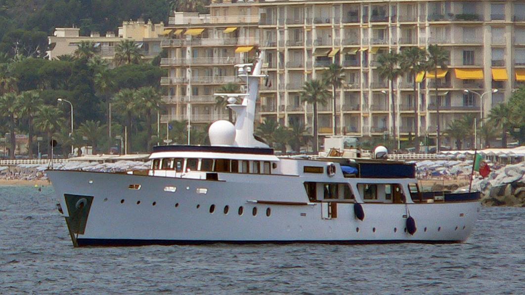cardigrae-vi-yacht-exterior