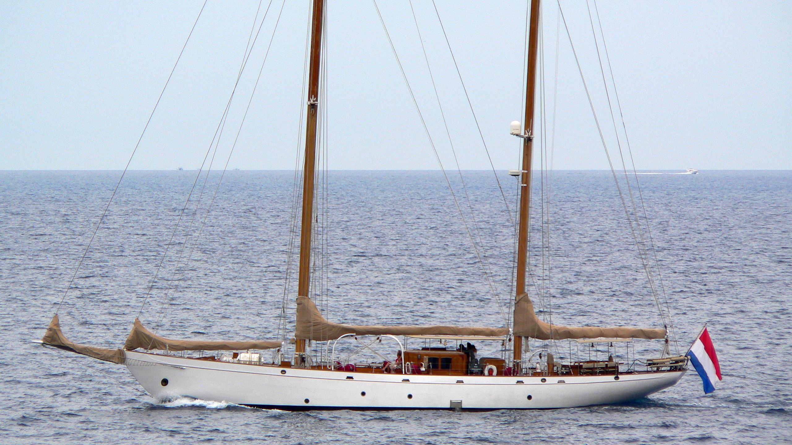 aries-yacht-exterior