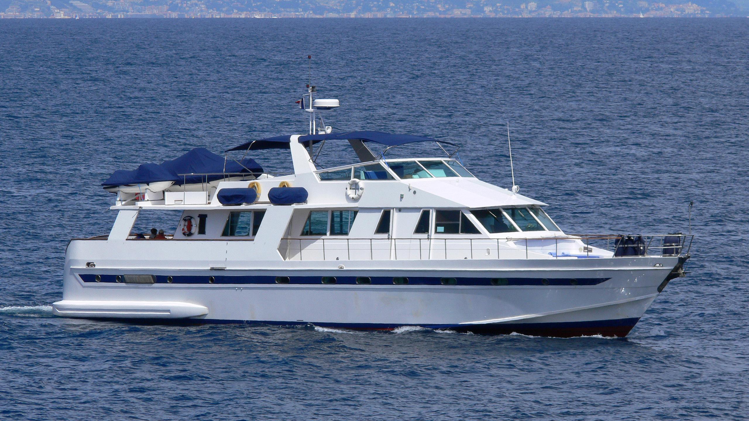 jacaranda-bleu-yacht-exterior