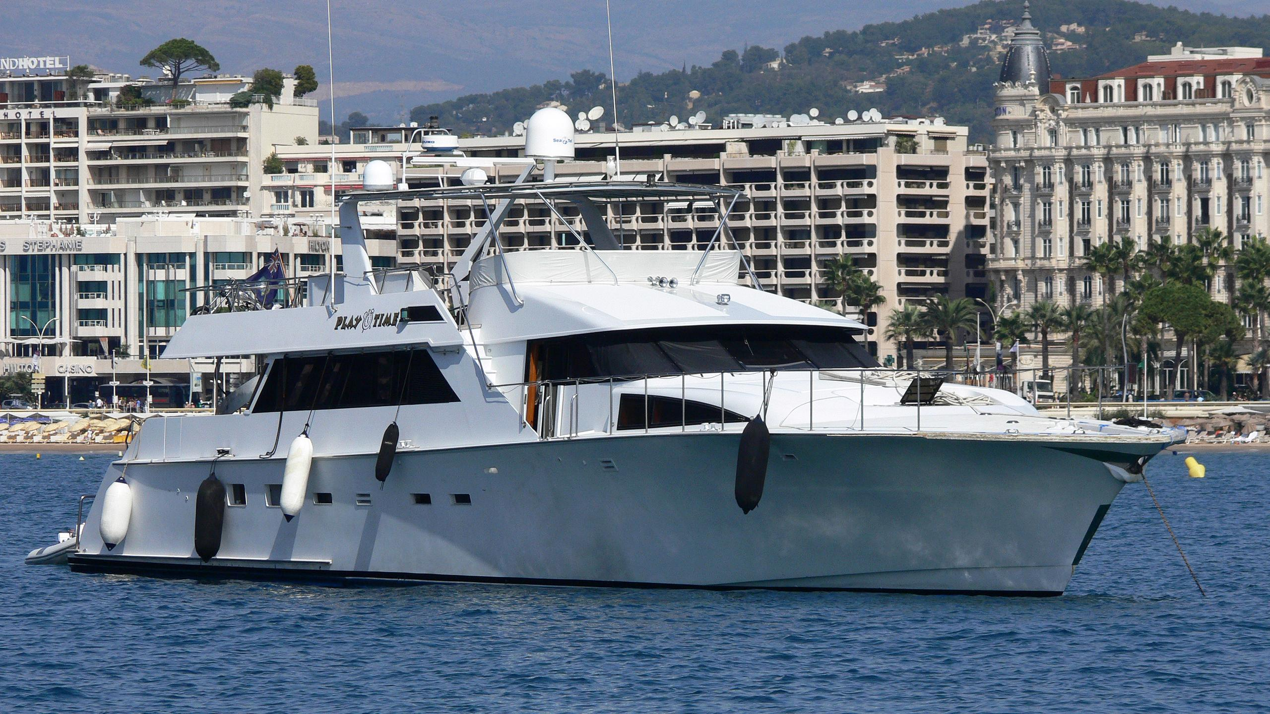 playtime-yacht-exterior