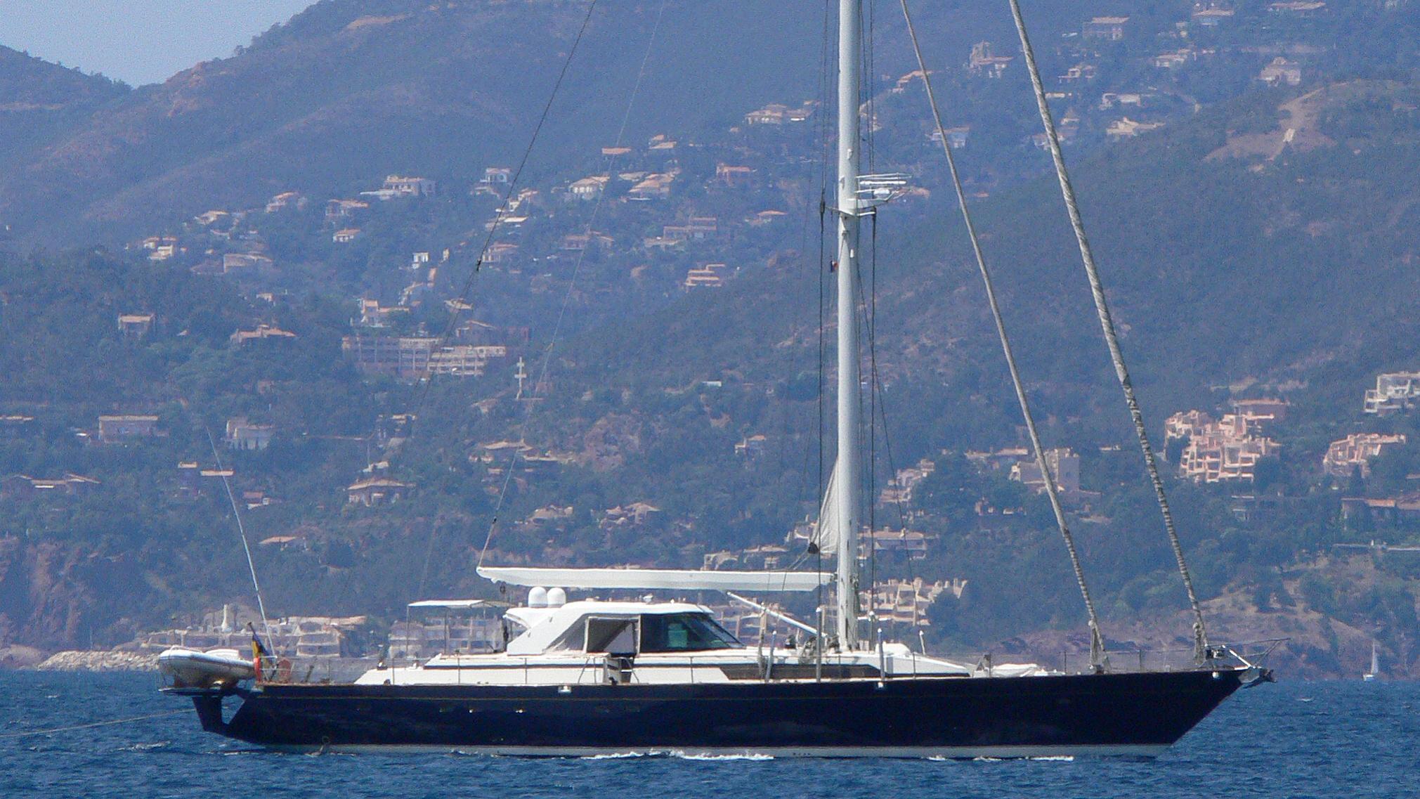 lilu-yacht-exterior