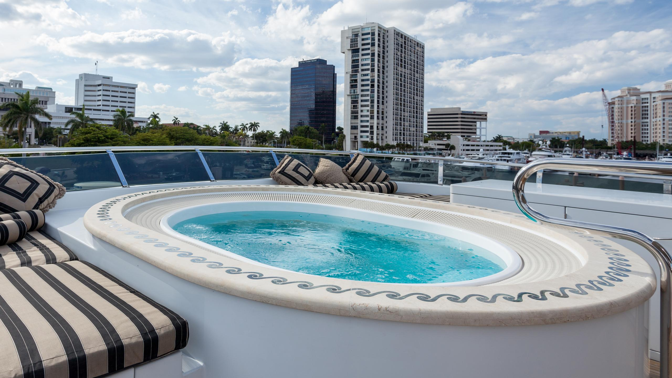top-five-yacht-jacuzzi