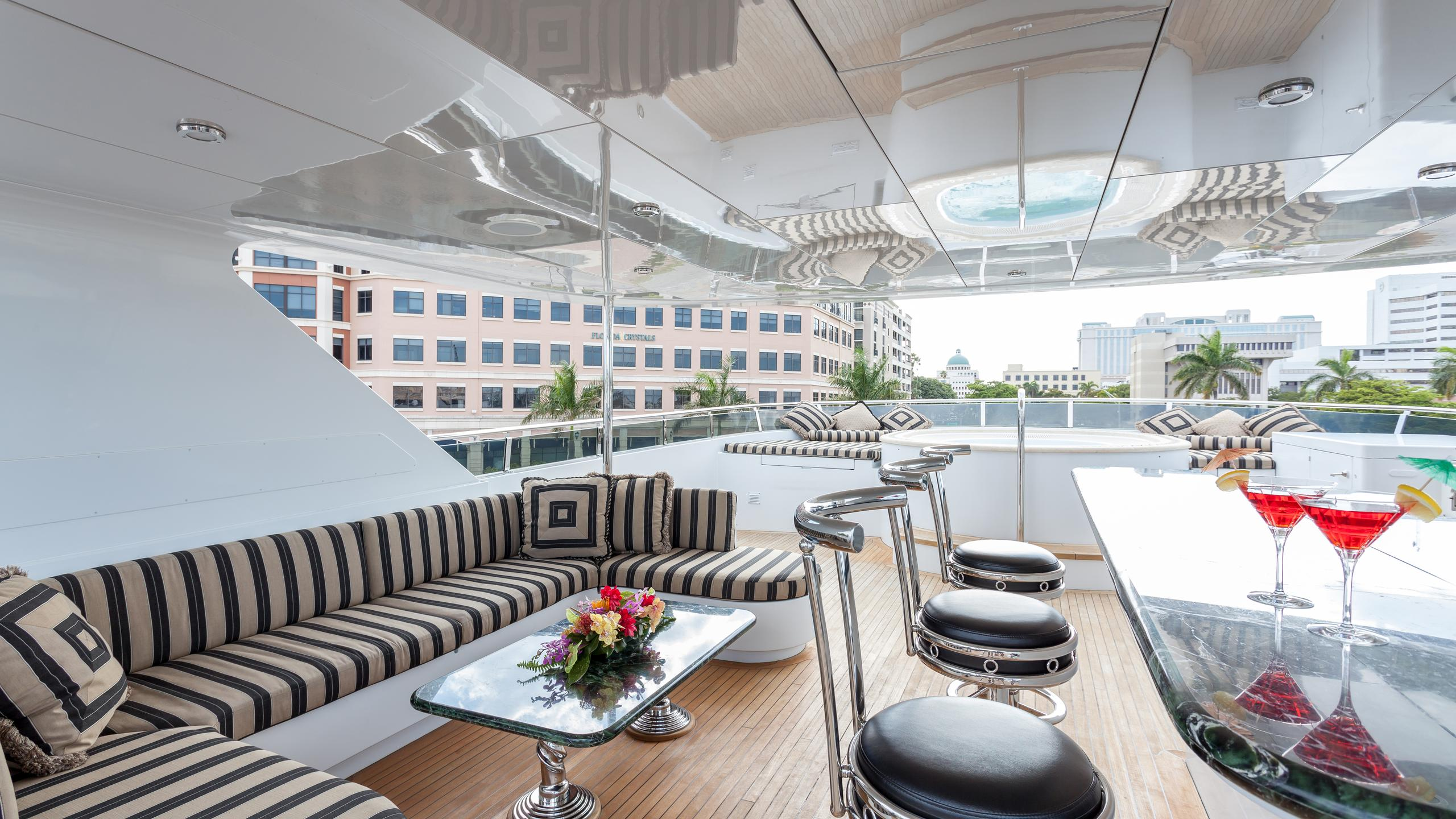 top-five-yacht-fly-deck