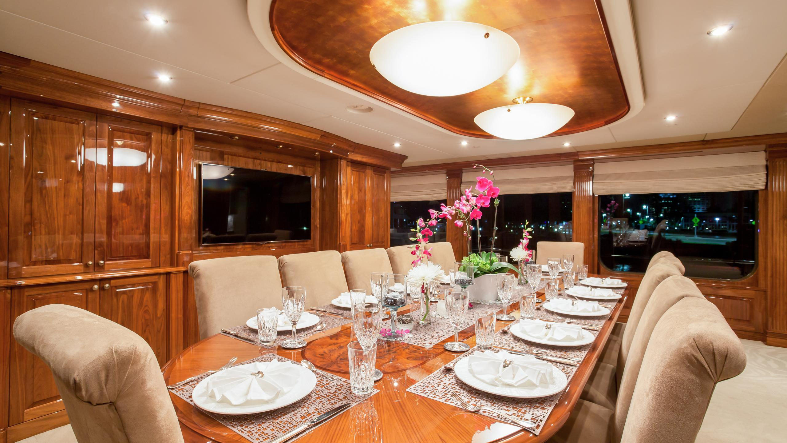 top-five-yacht-formal-dining
