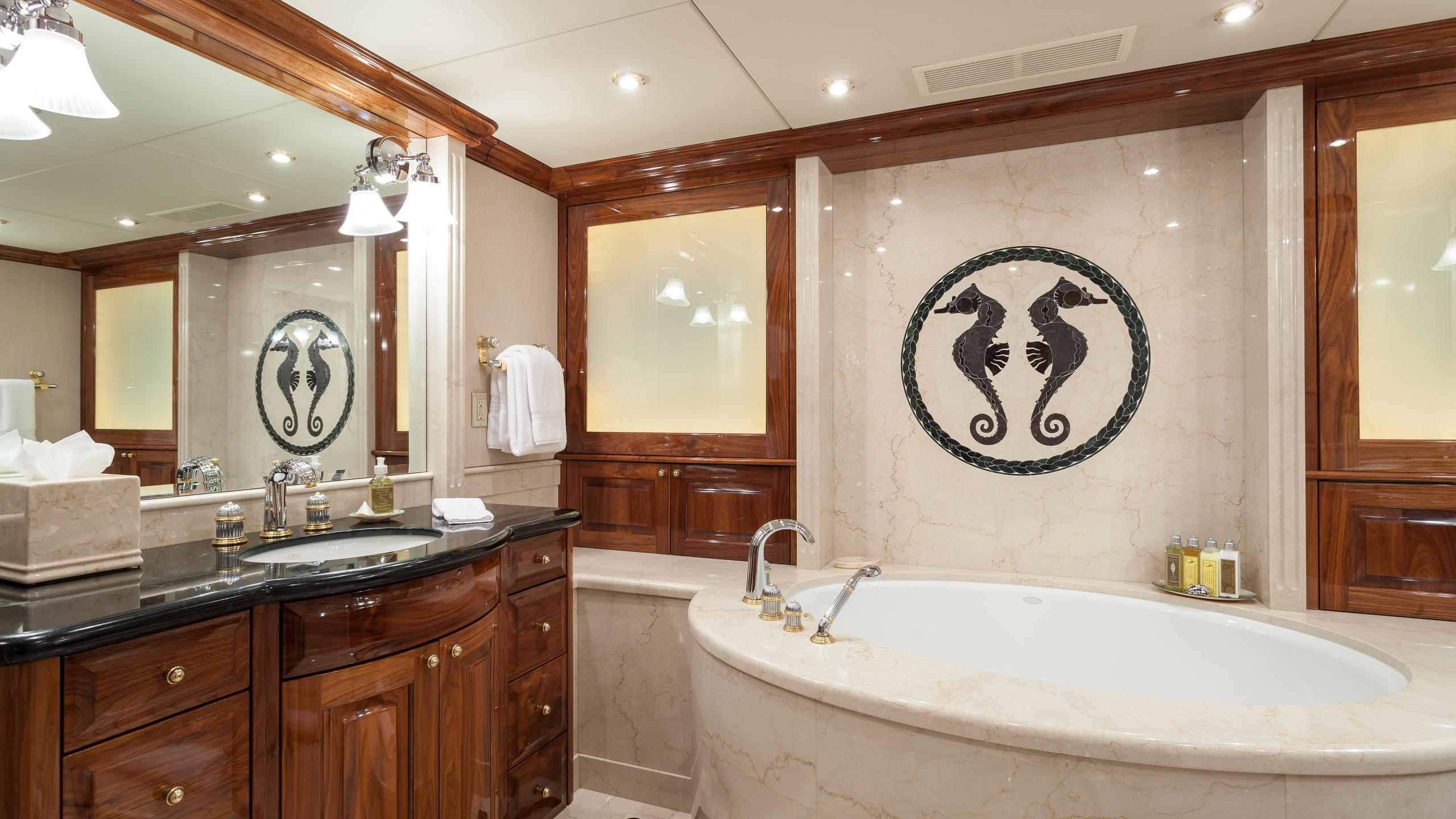 top-five-yacht-vip-bathroom