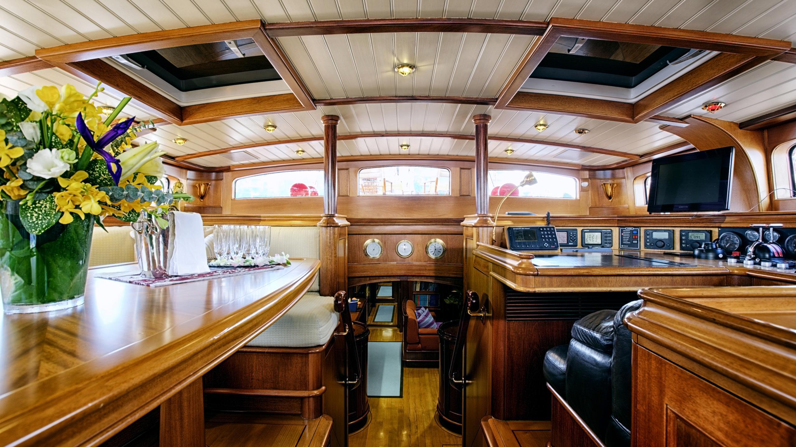 shamoun-yacht-saloon