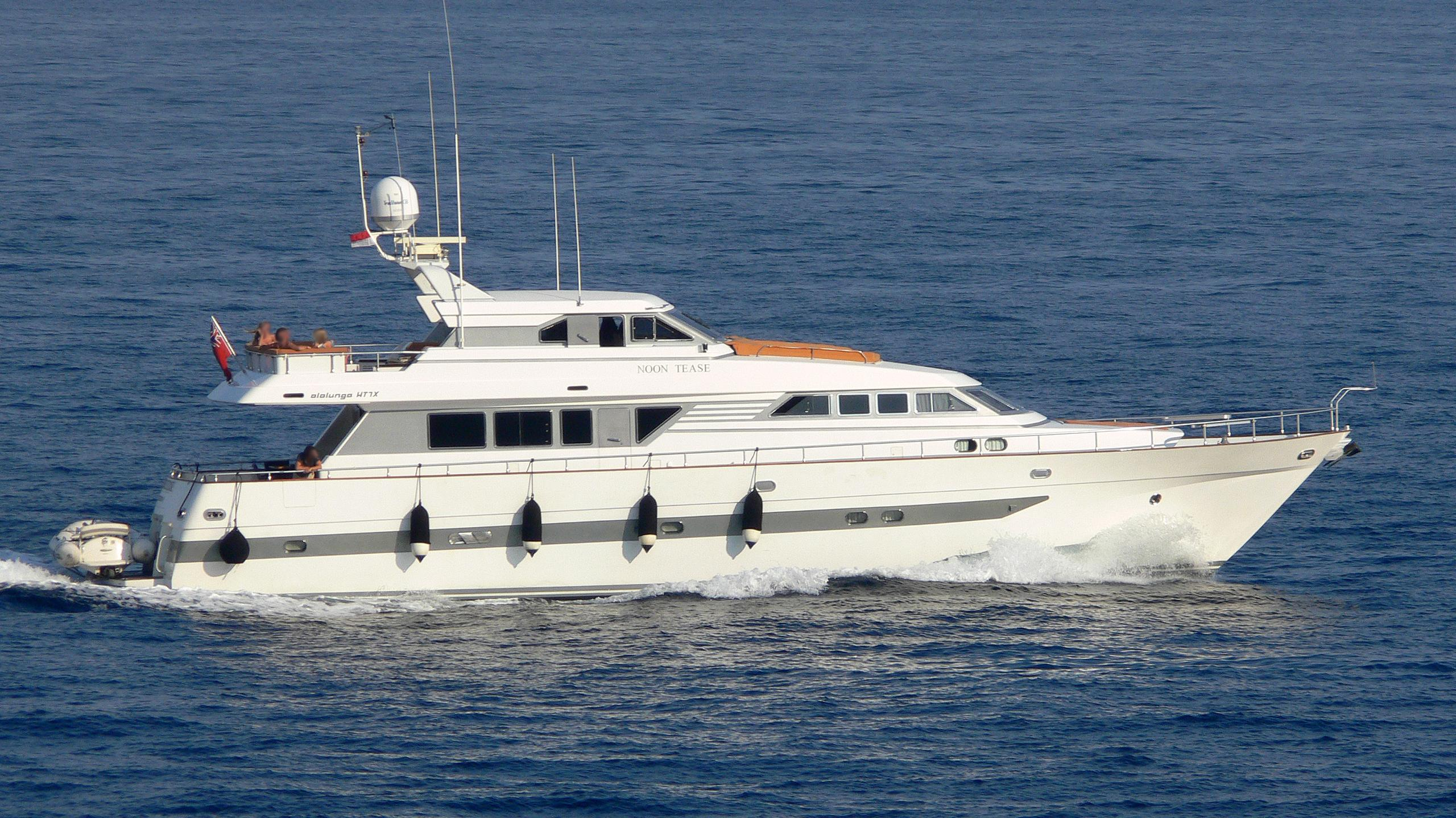 noon-tease-yacht-exterior