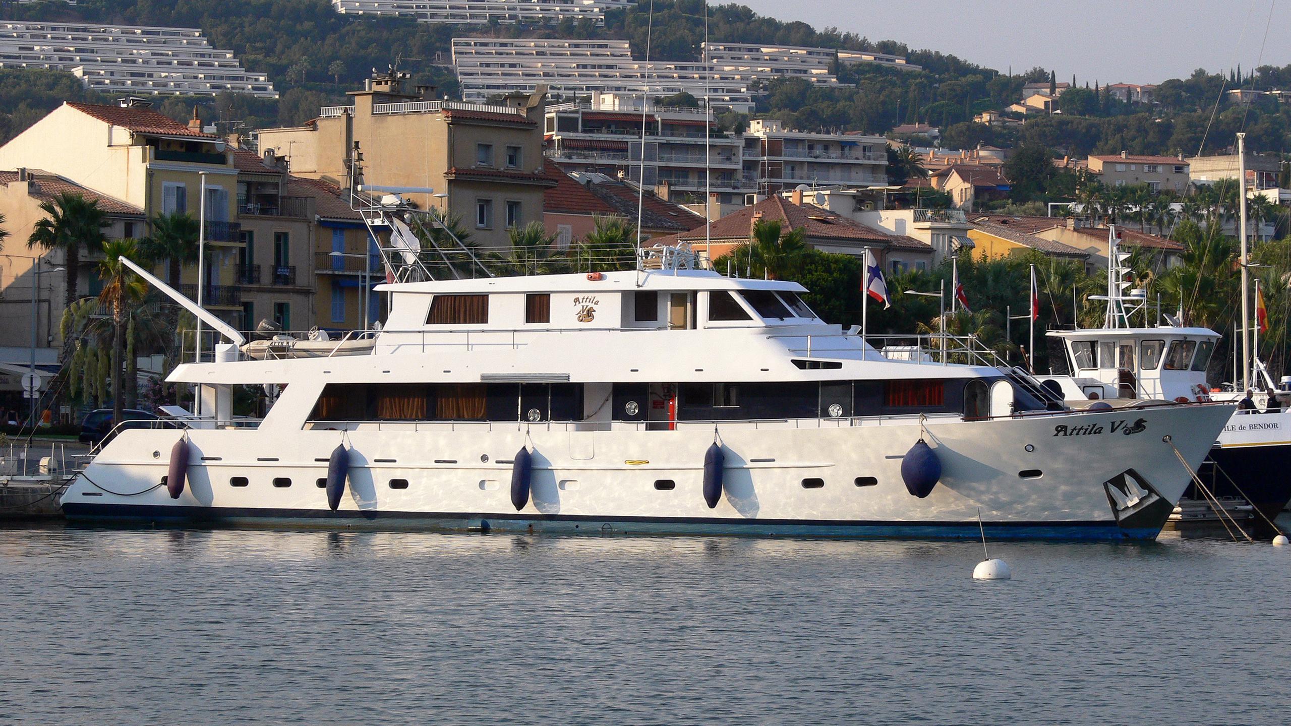 attila-v-yacht-exterior