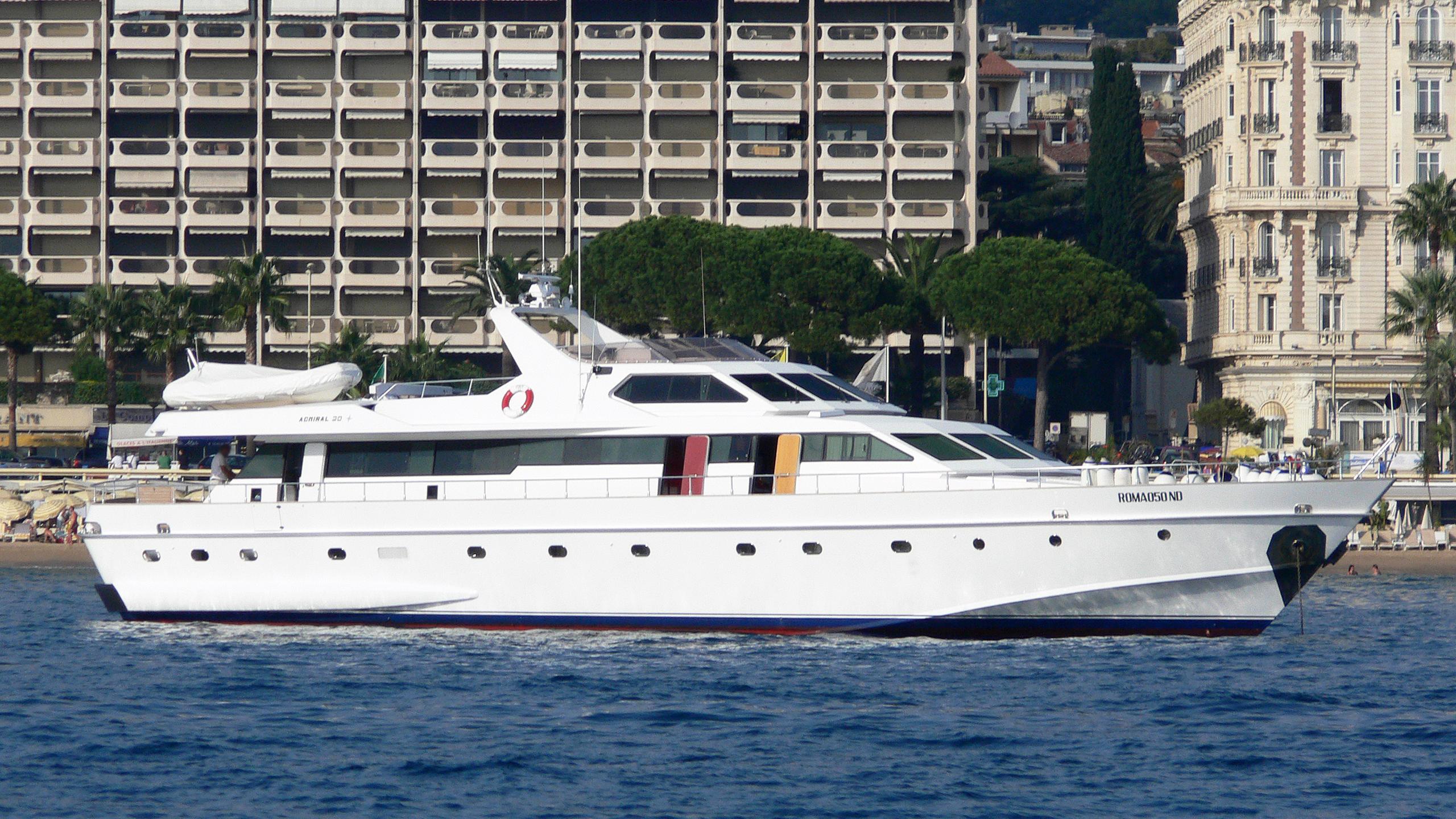 ipsum-yacht-exterior