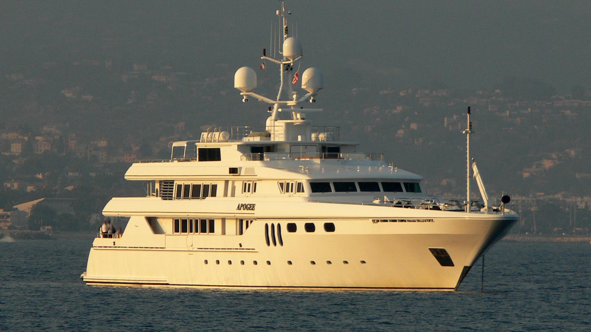 apogee-yacht-exterior