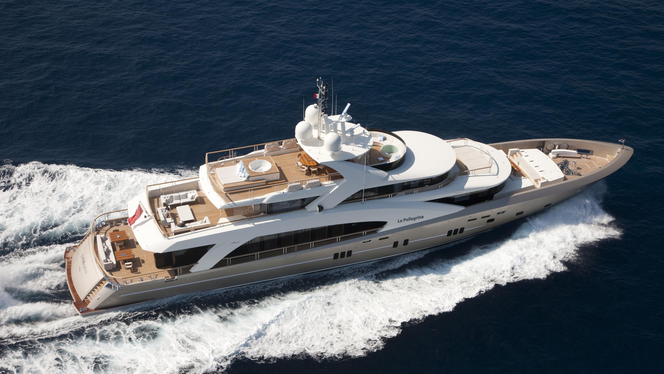 La-Pellegrina-yacht-cruising