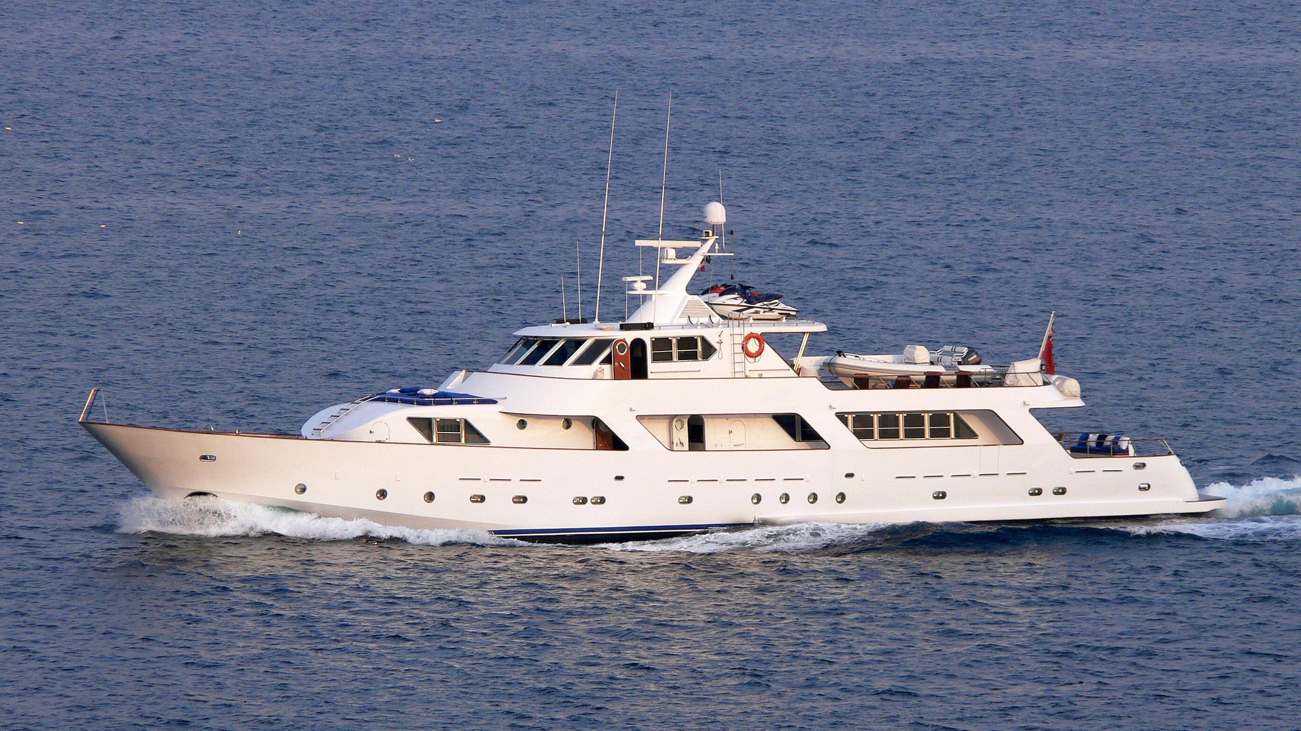 ava-yacht-exterior