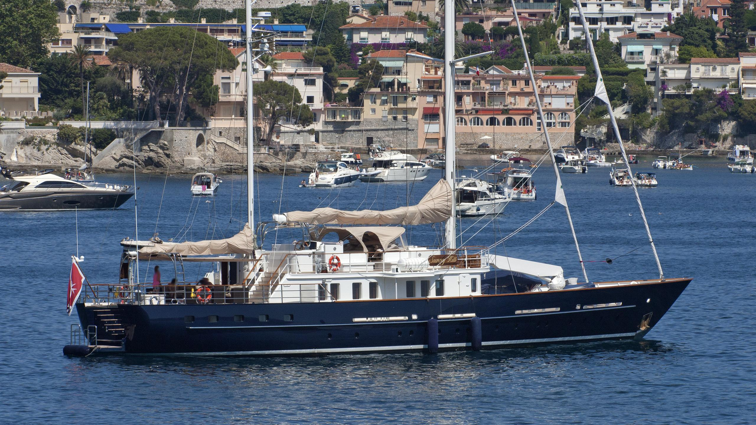 sunny-hill-yacht-exterior