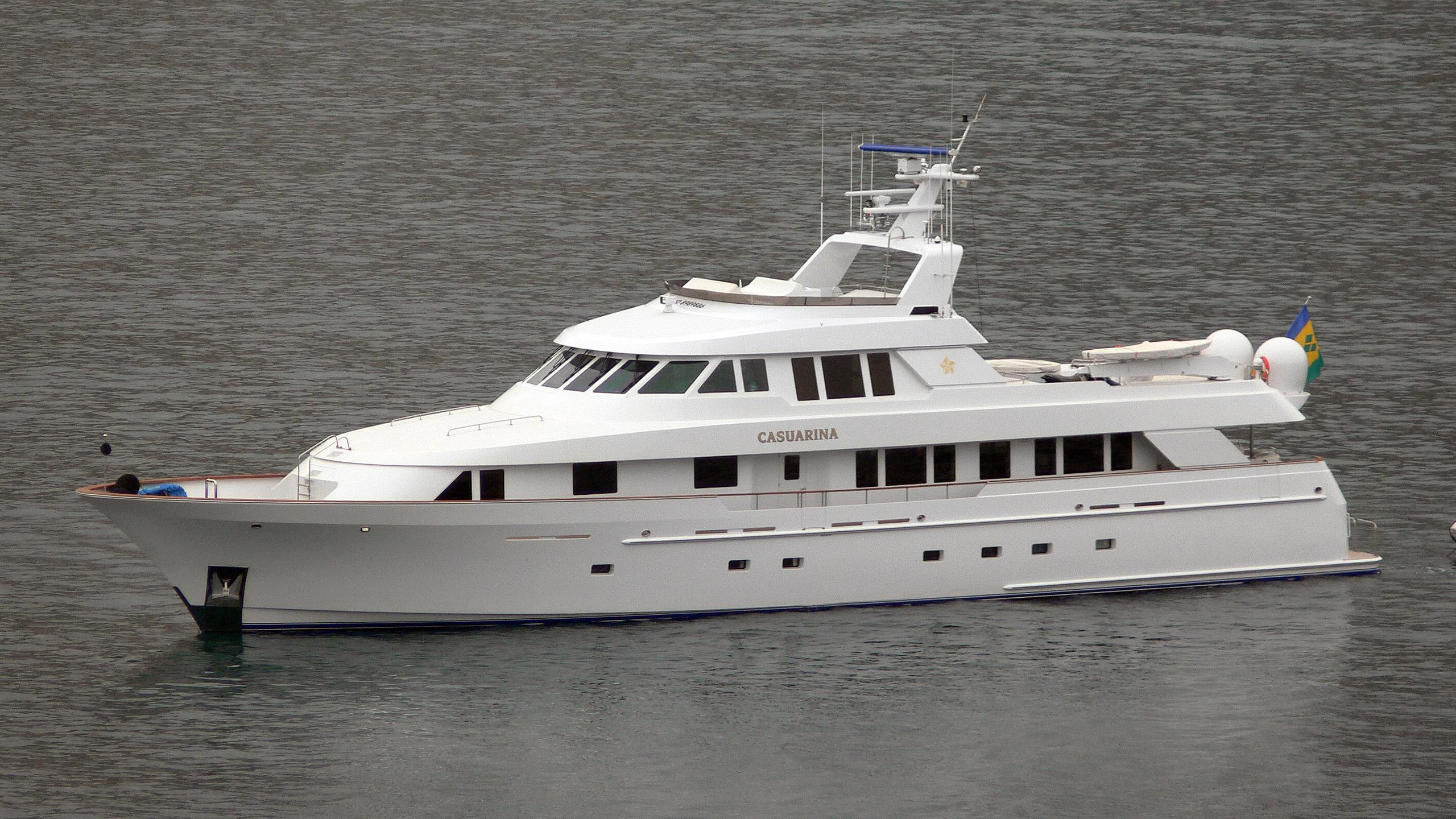 beija flor motoryacht delta marine half profile