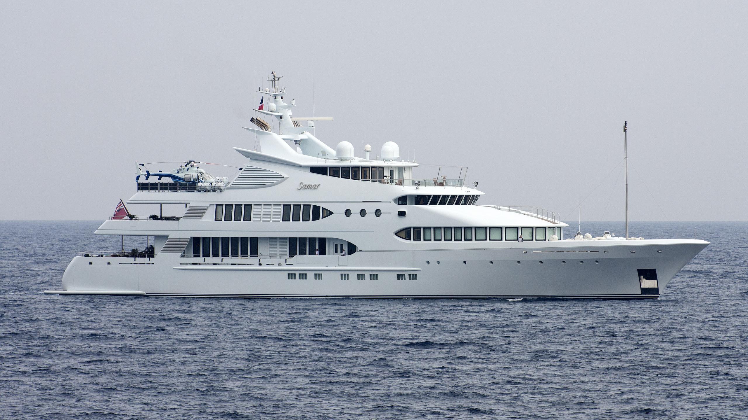 samar-yacht-exterior