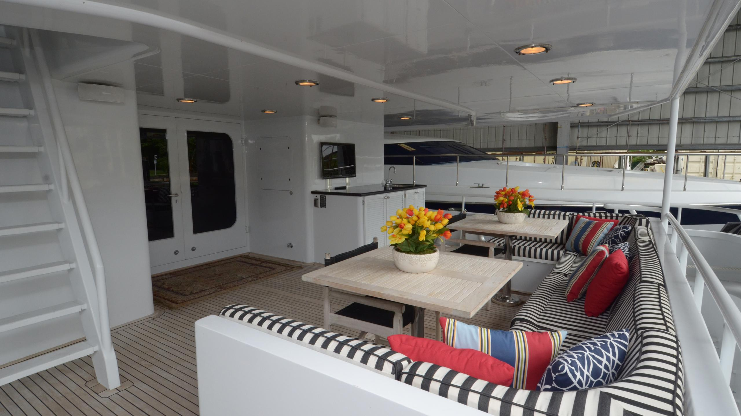 silent-wings-ii-yacht-for-sale-aft-dining