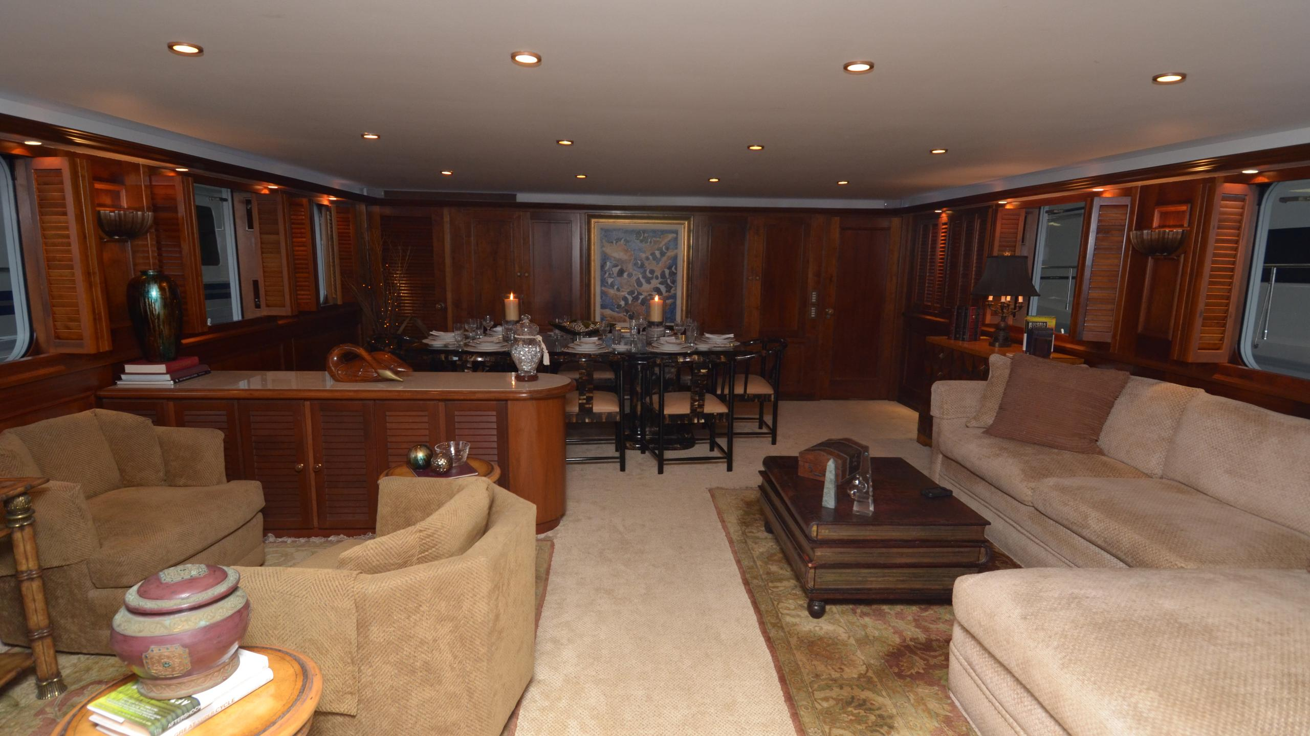 silent-wings-ii-yacht-saloon