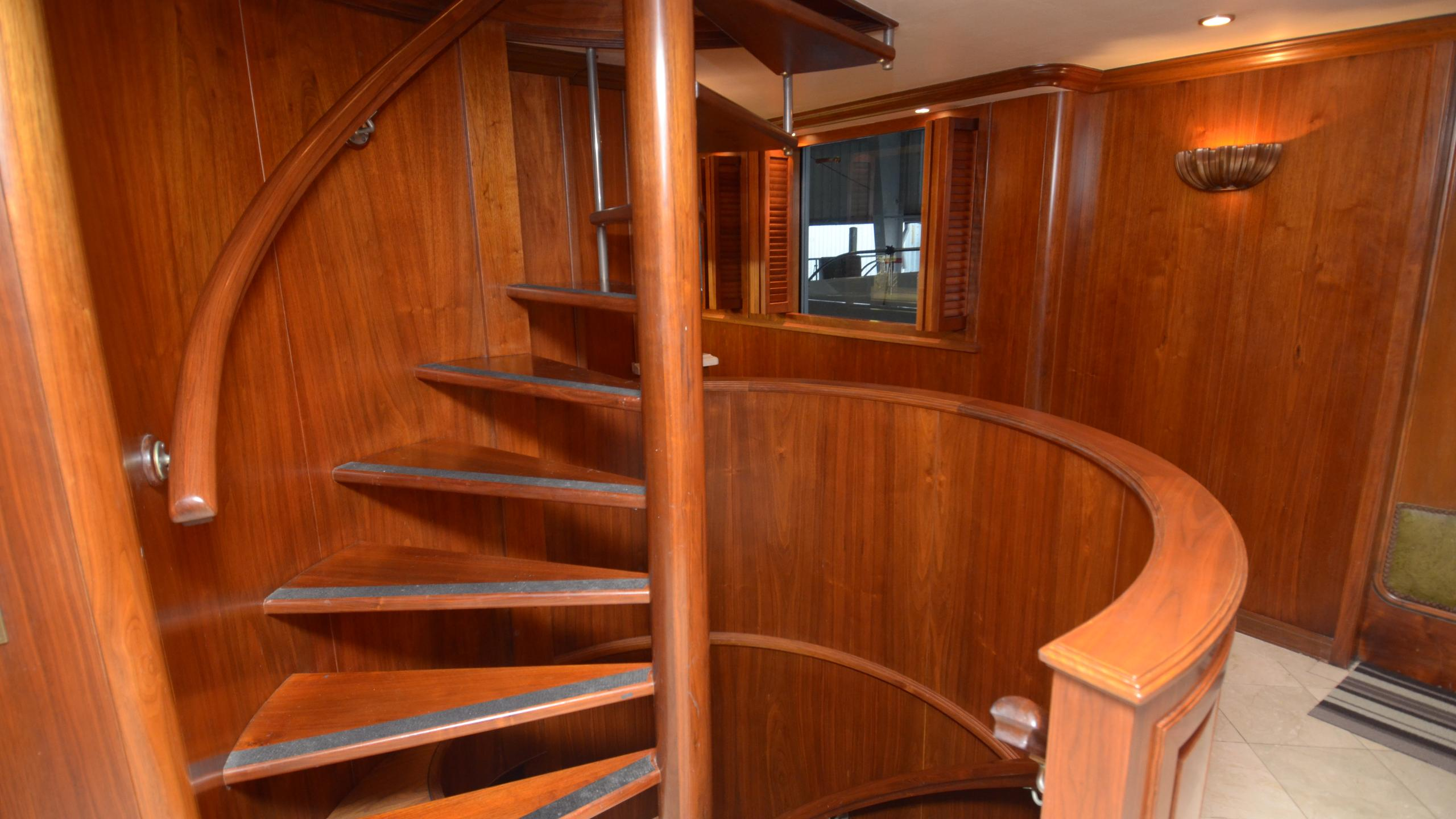 silent-wings-ii-yacht-staircase