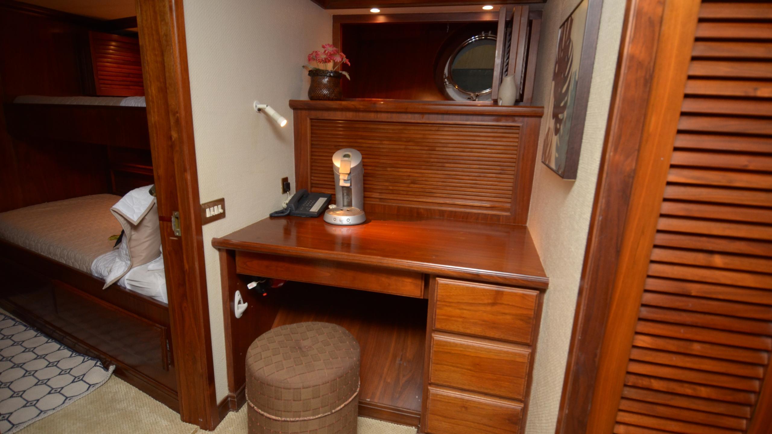 silent-wings-ii-yacht-cabin-desk
