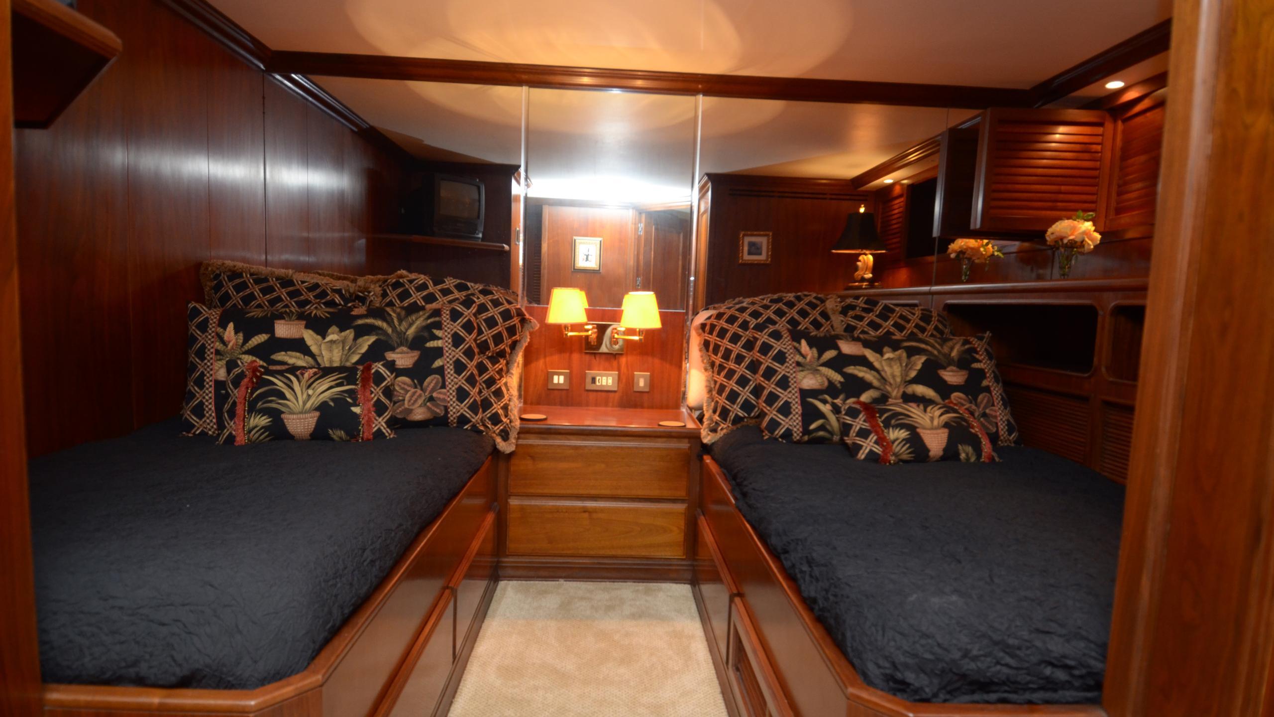 silent-wings-ii-yacht-twin-cabin