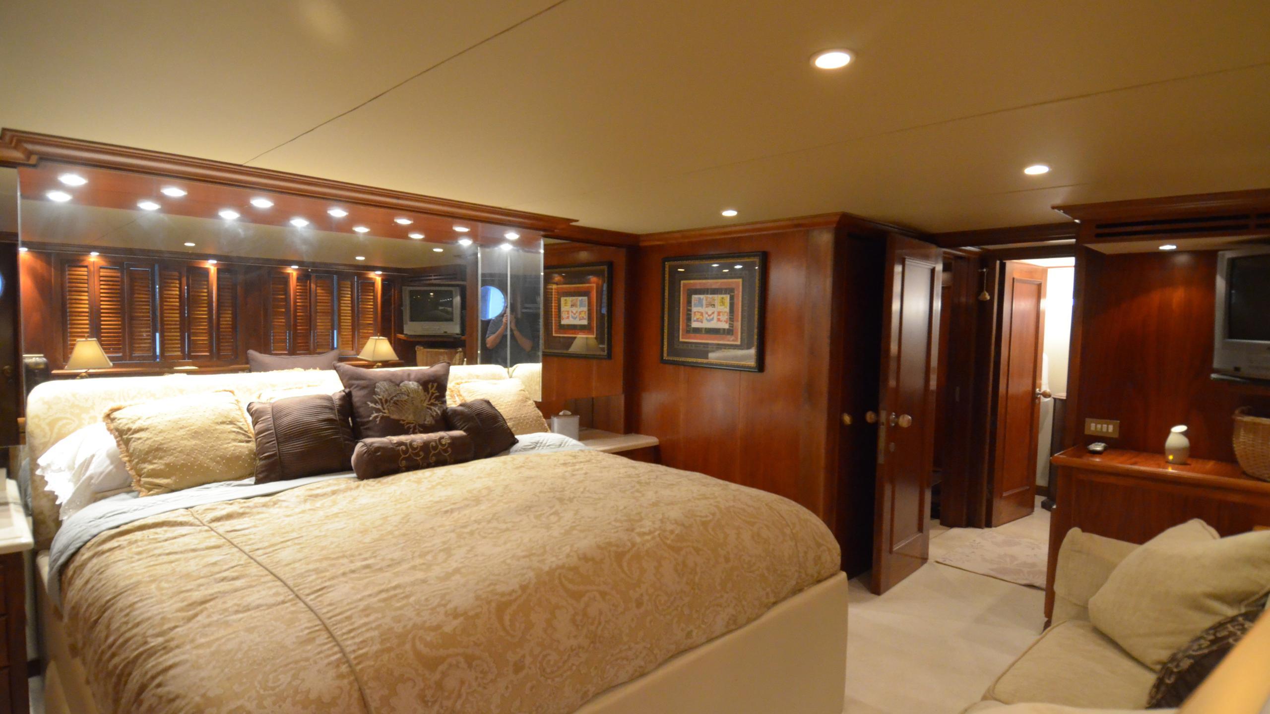 silent-wings-ii-yacht-vip-cabin