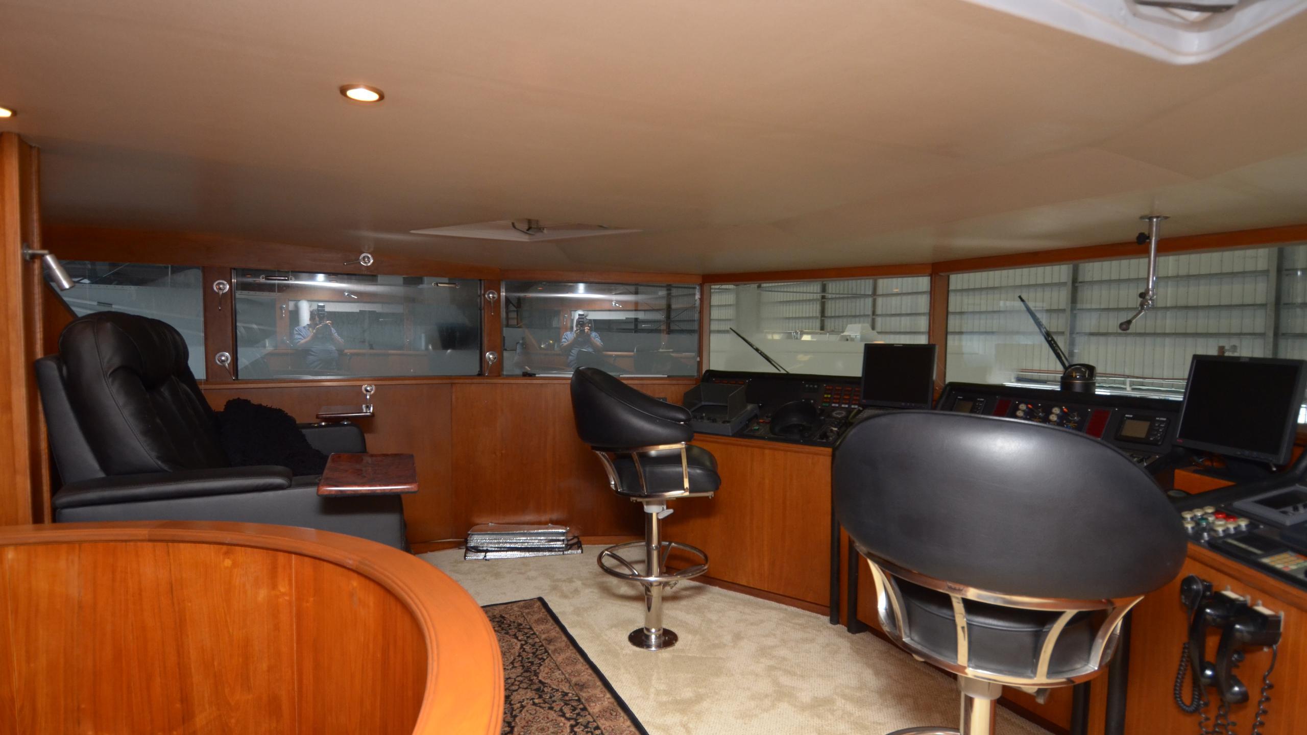 silent-wings-ii-yacht-helm