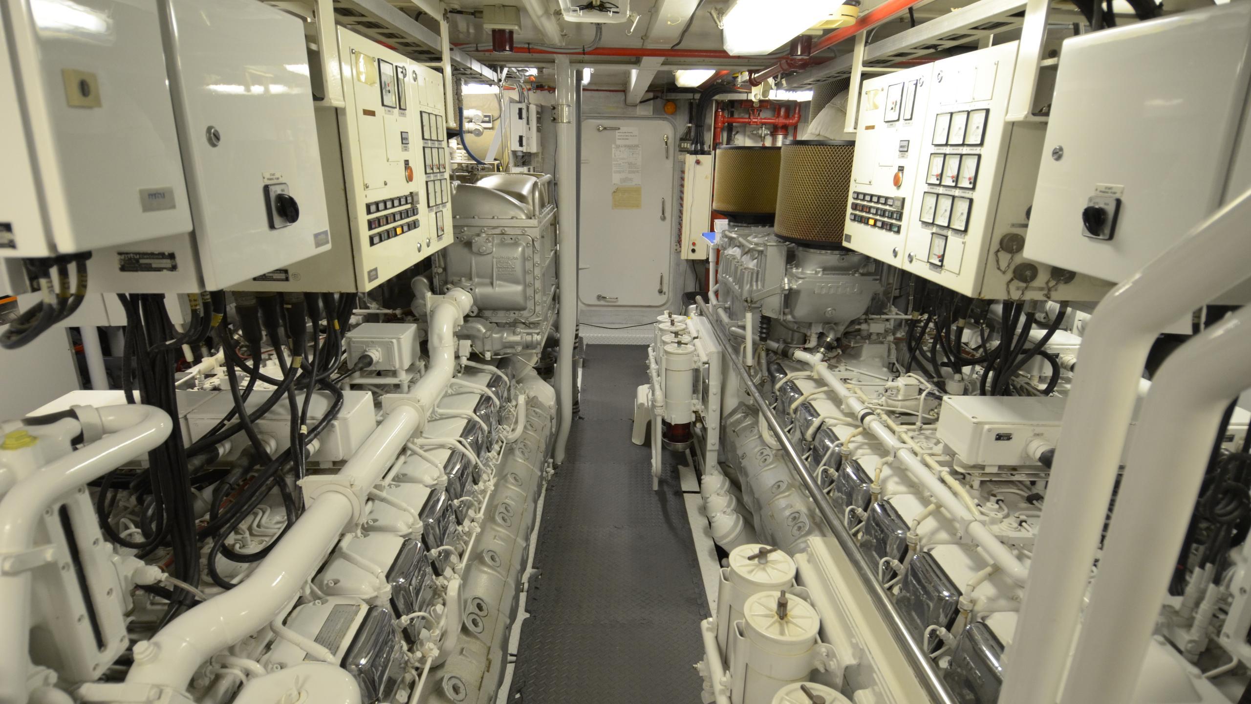 silent-wings-ii-yacht-engineroom