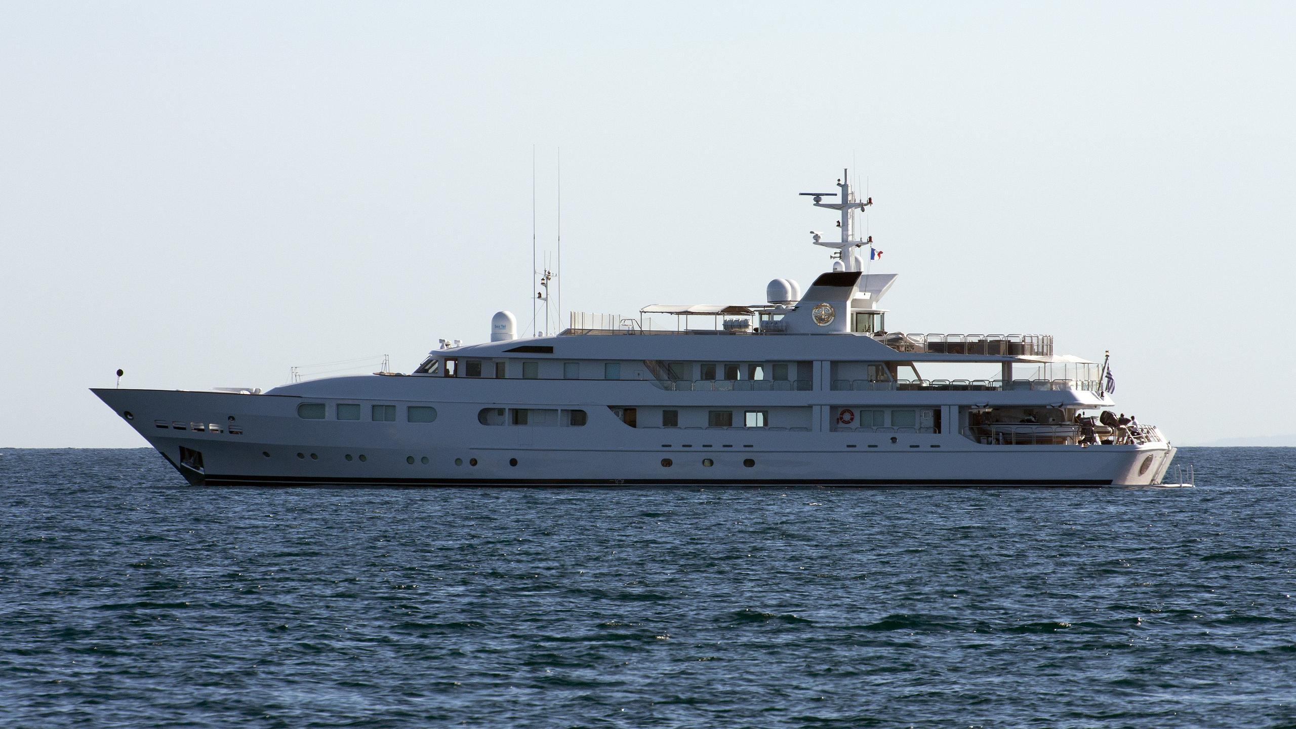 magna-grecia-yacht-exterior