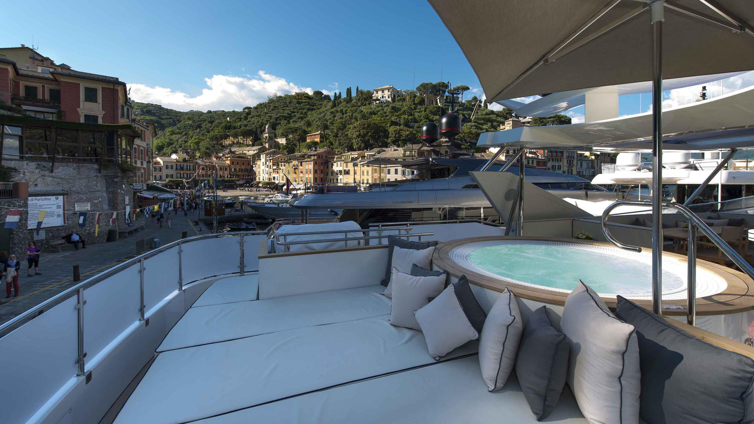 the-wellesley-yacht-fly-deck