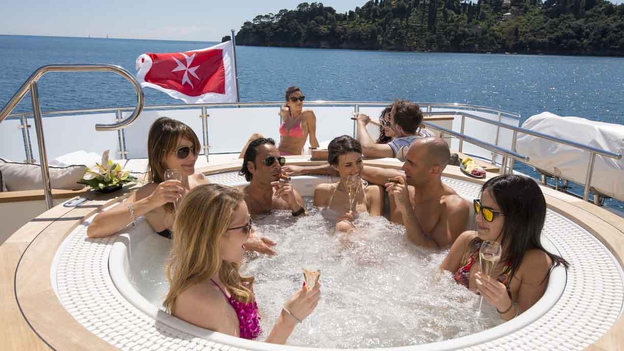 the-wellesley-yacht-jacuzzi