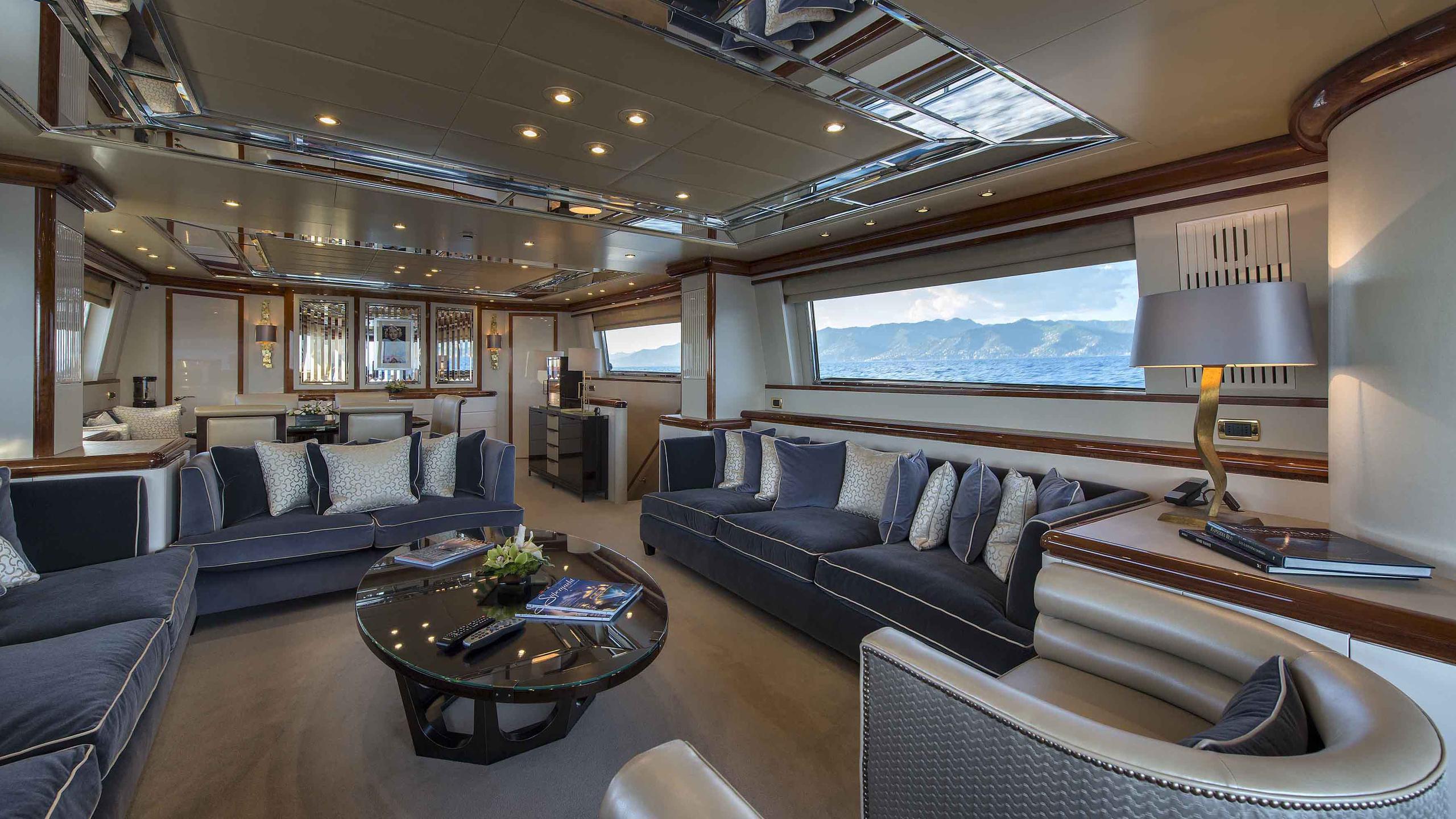 the-wellesley-yacht-saloon