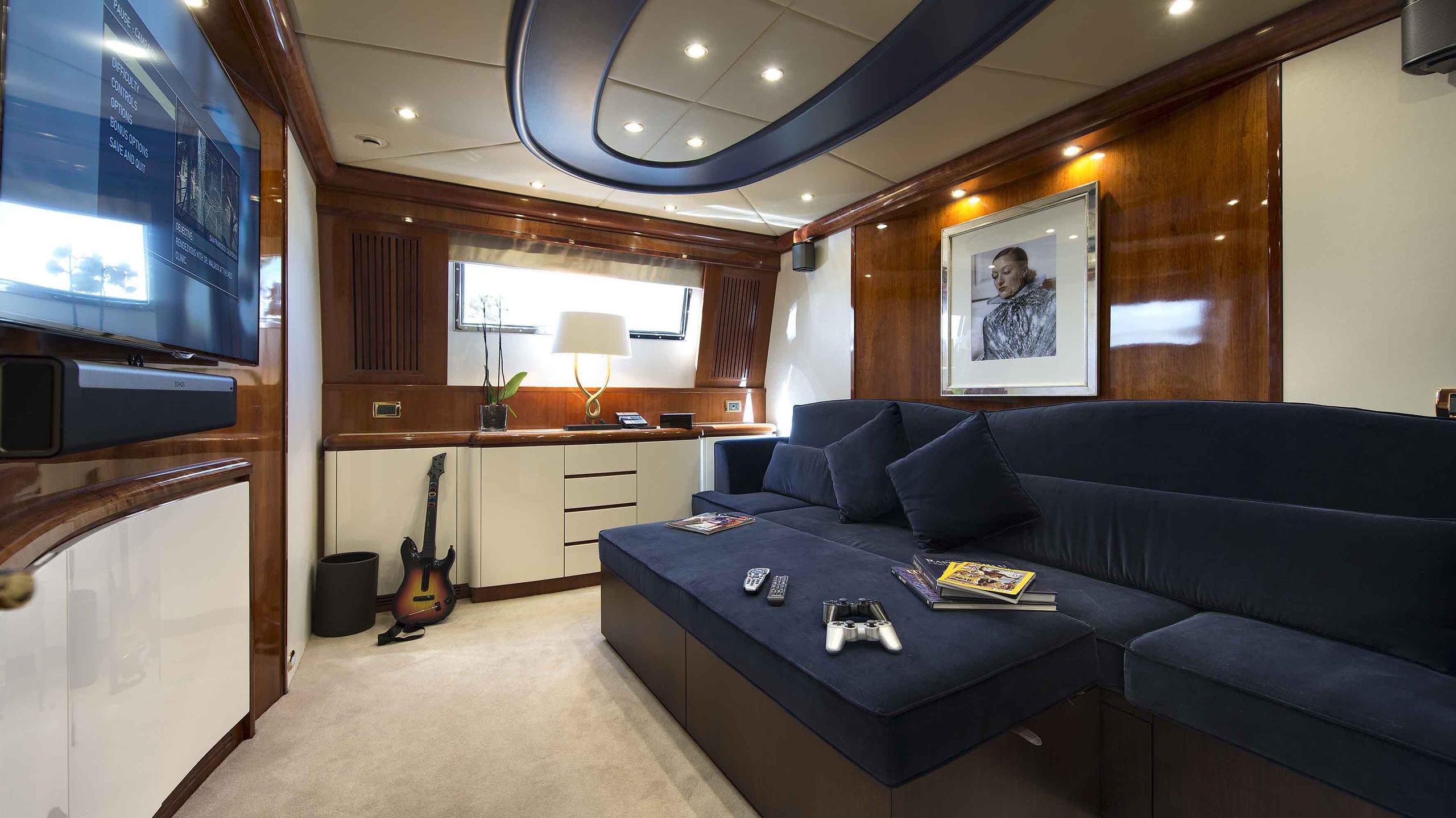 the-wellesley-yacht-lounge