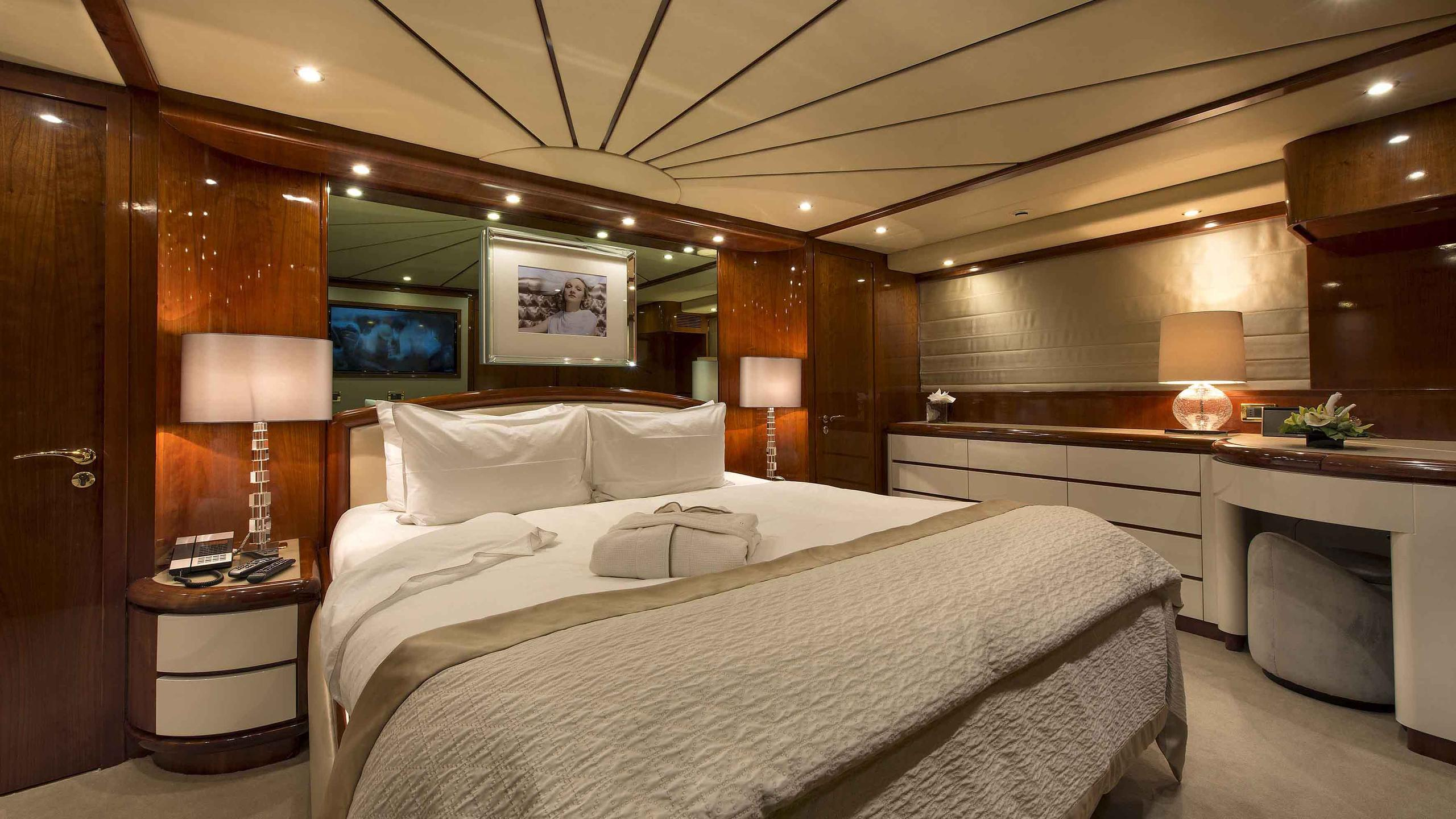 the-wellesley-yacht-double-cabin