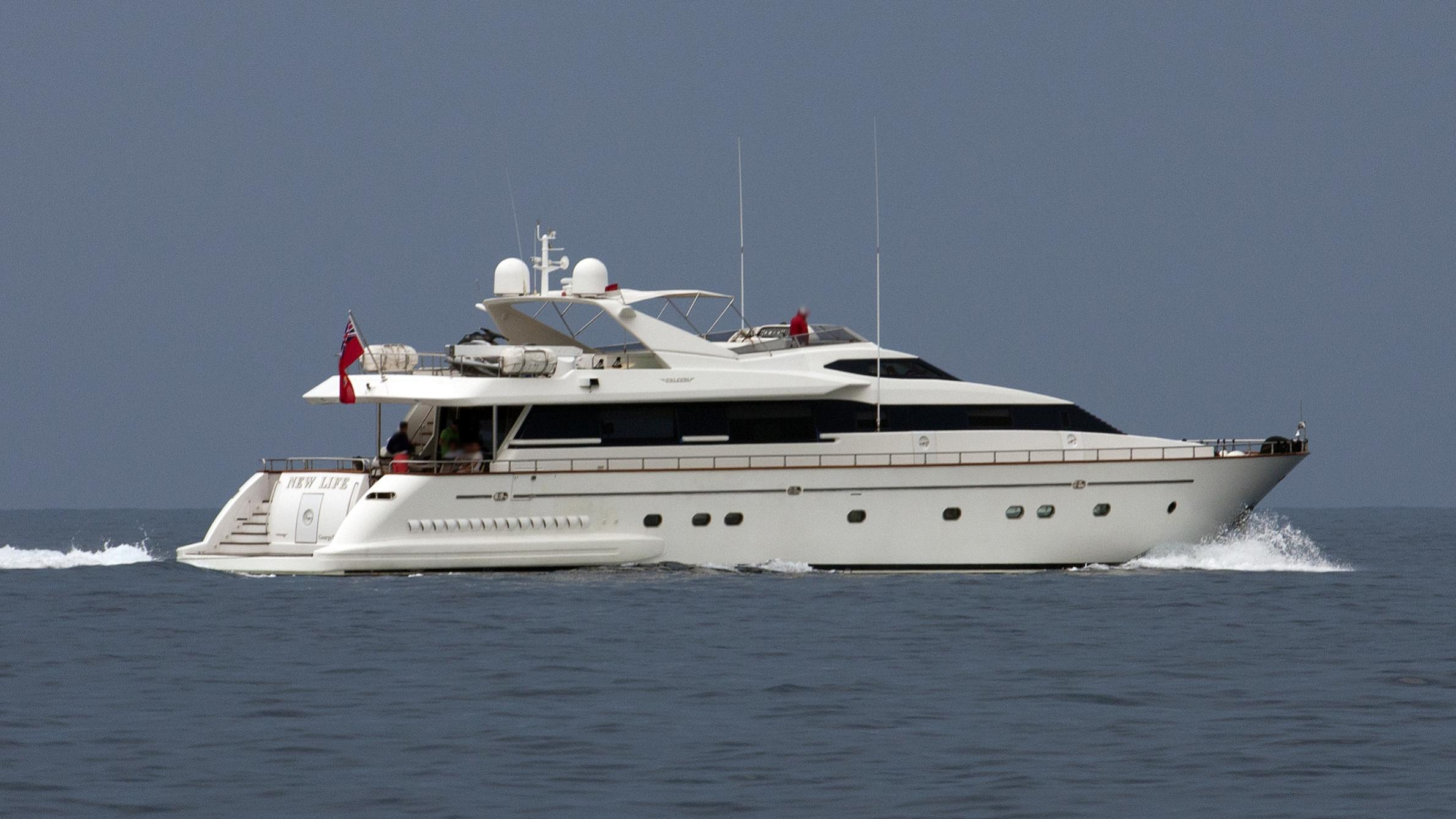 the-wellesley-yacht-exterior