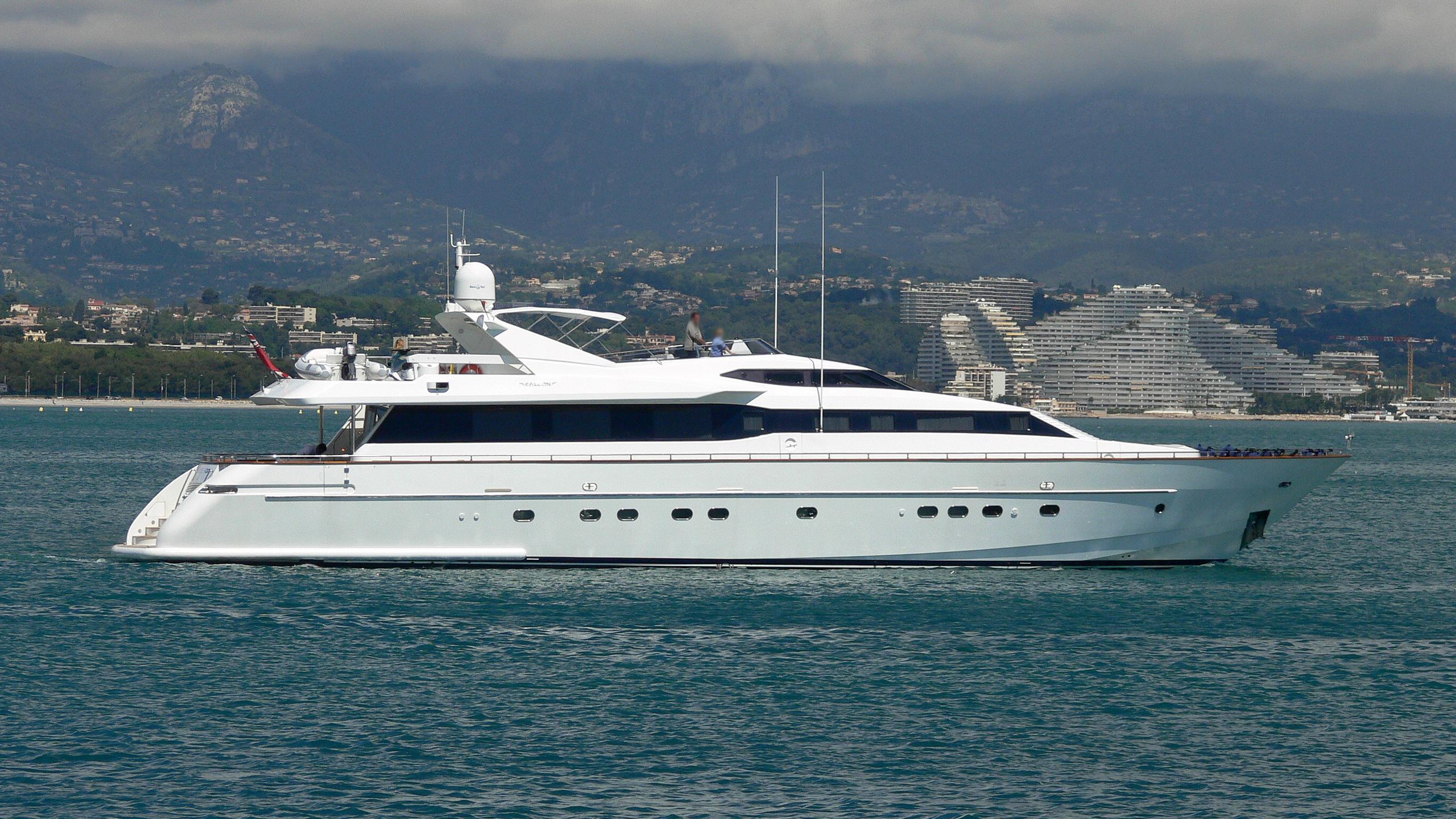 aquarius-s-yacht-exterior