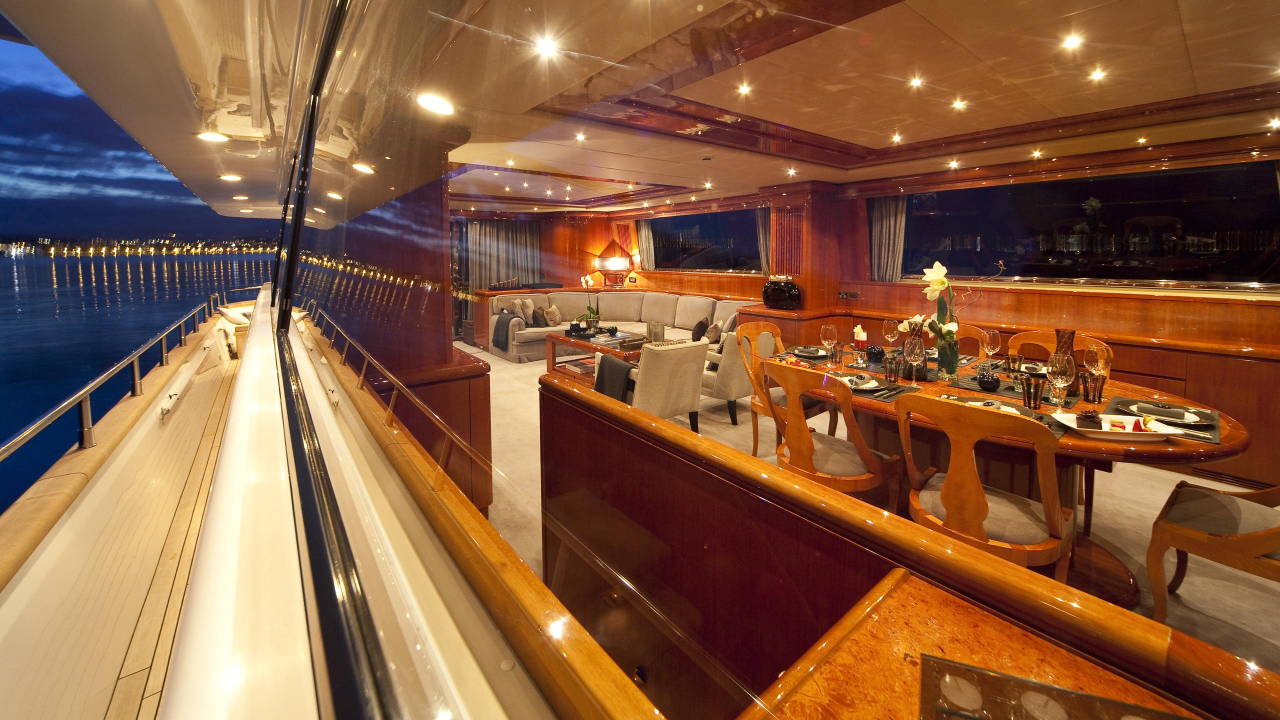 syngery-yacht-formal-dining