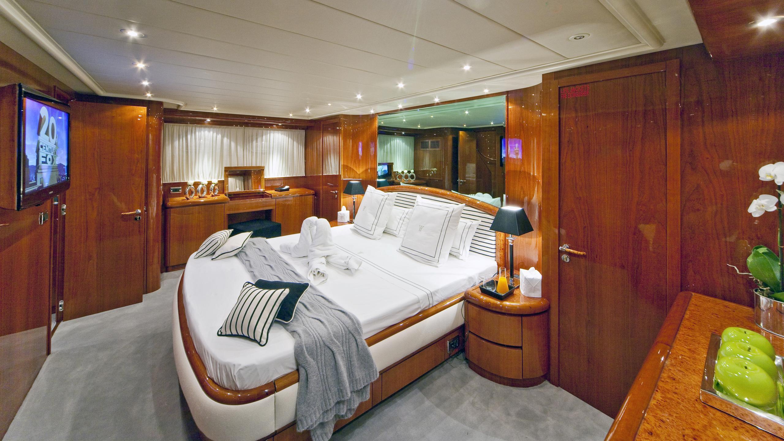 syngery-yacht-master-cabin