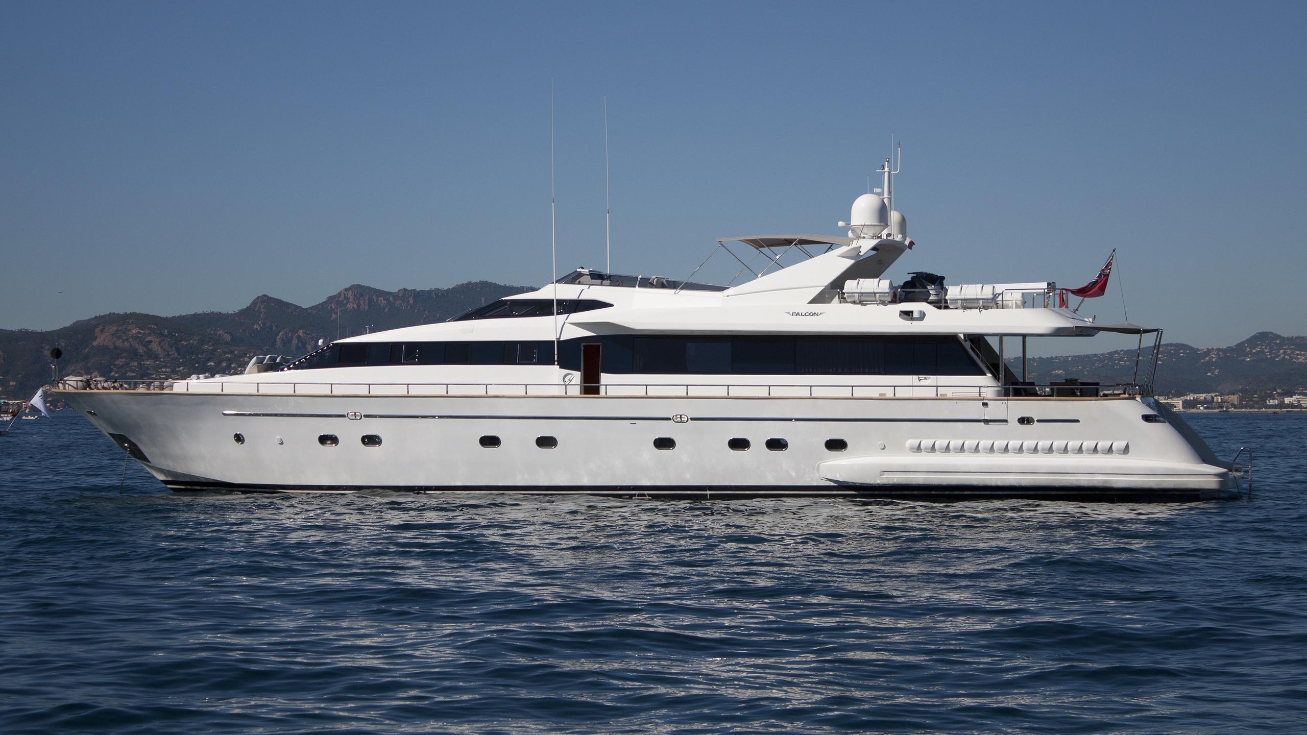 synergy-yacht-exterior