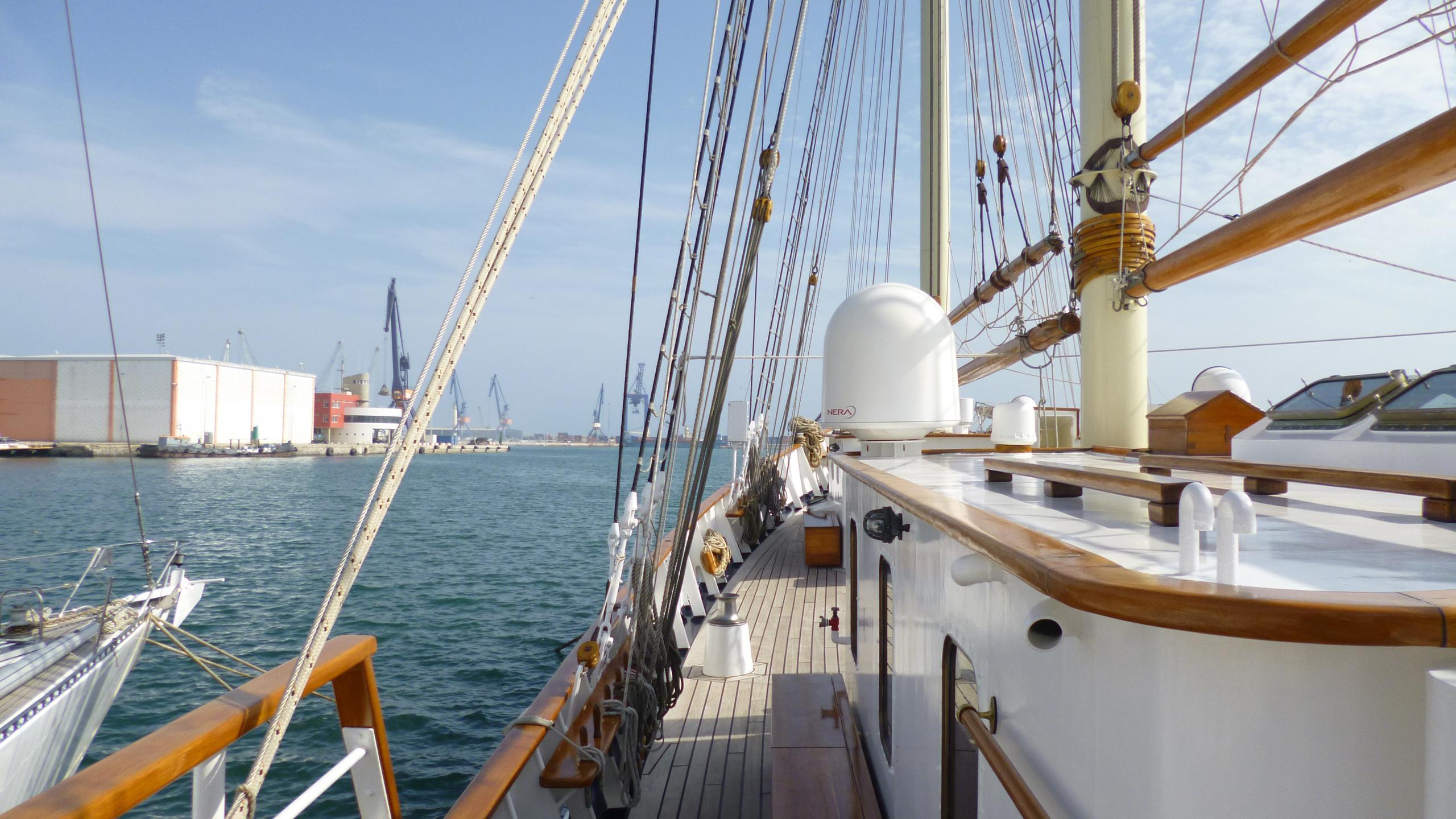 blue-c1-yacht-for-sale-side-deck