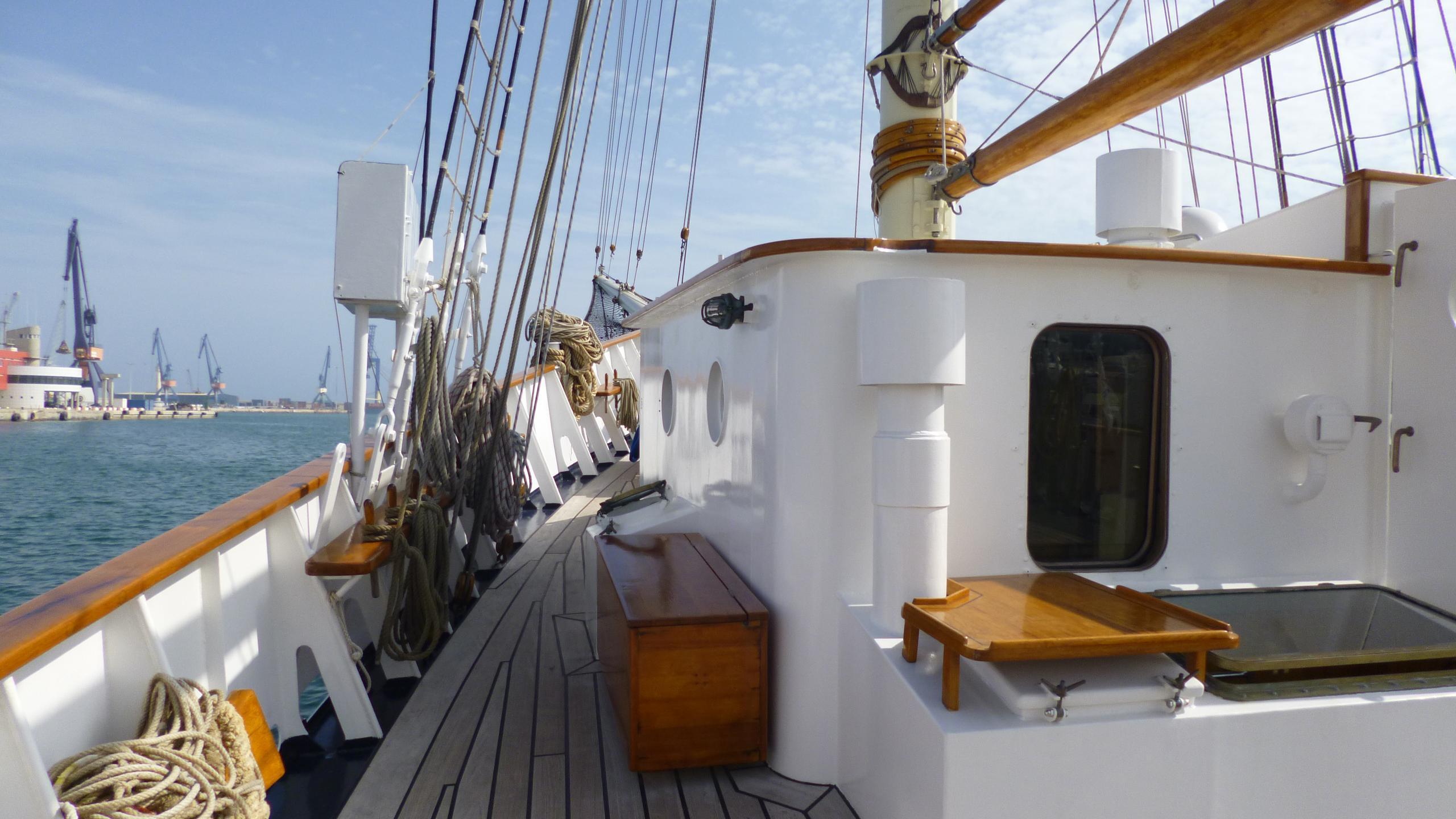blue-c1-yacht-side-deck