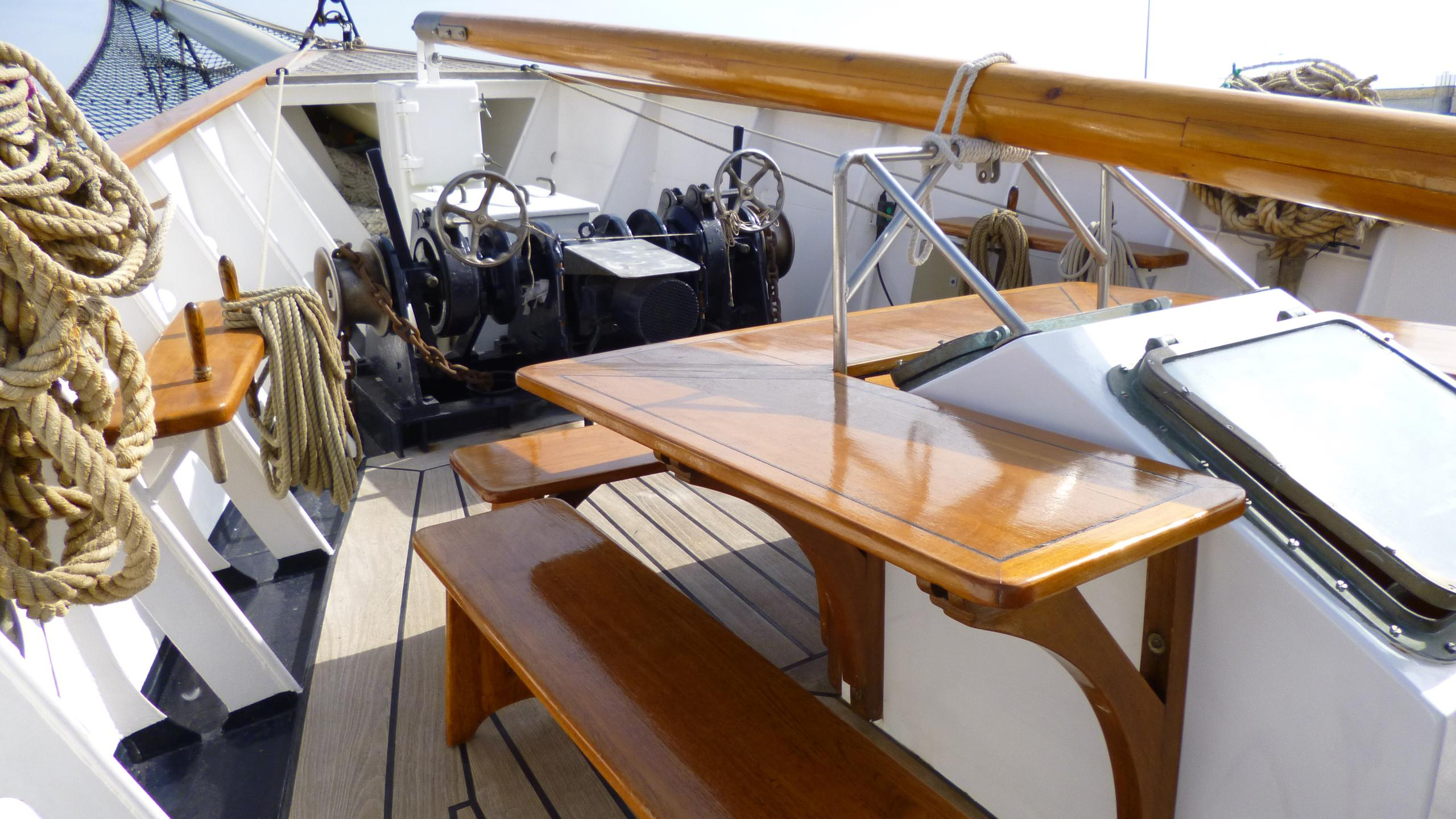 blue-c1-yacht-bow-seating